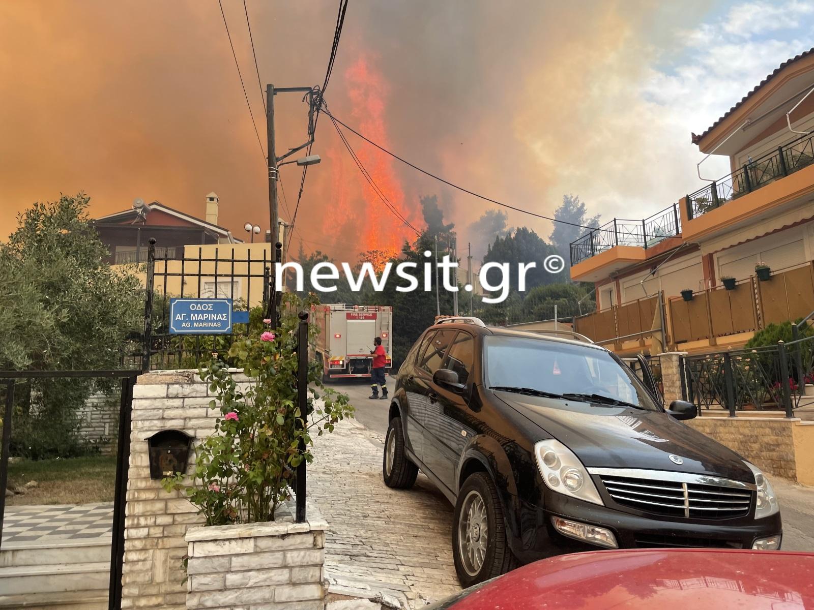 Φωτιά στην Αττική: Καίγονται σπίτια στην Ιπποκράτειο Πολιτεία – Δεν σταματούν οι αναζωπυρώσεις