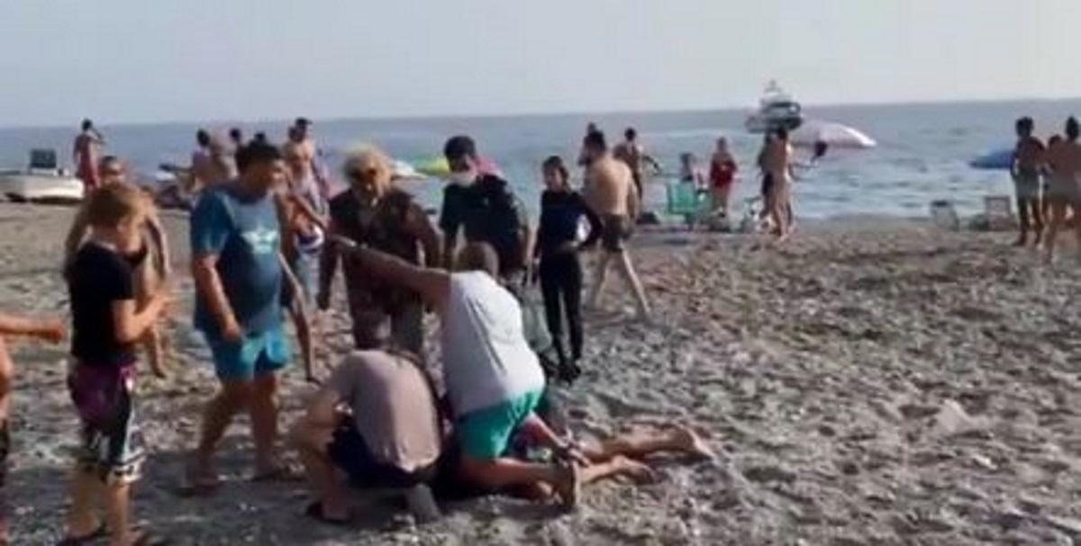 Βίντεο: Κινηματογραφική καταδίωξη σε παραλία – Κολυμβητές συλλαμβάνουν εμπόρους ναρκωτικών