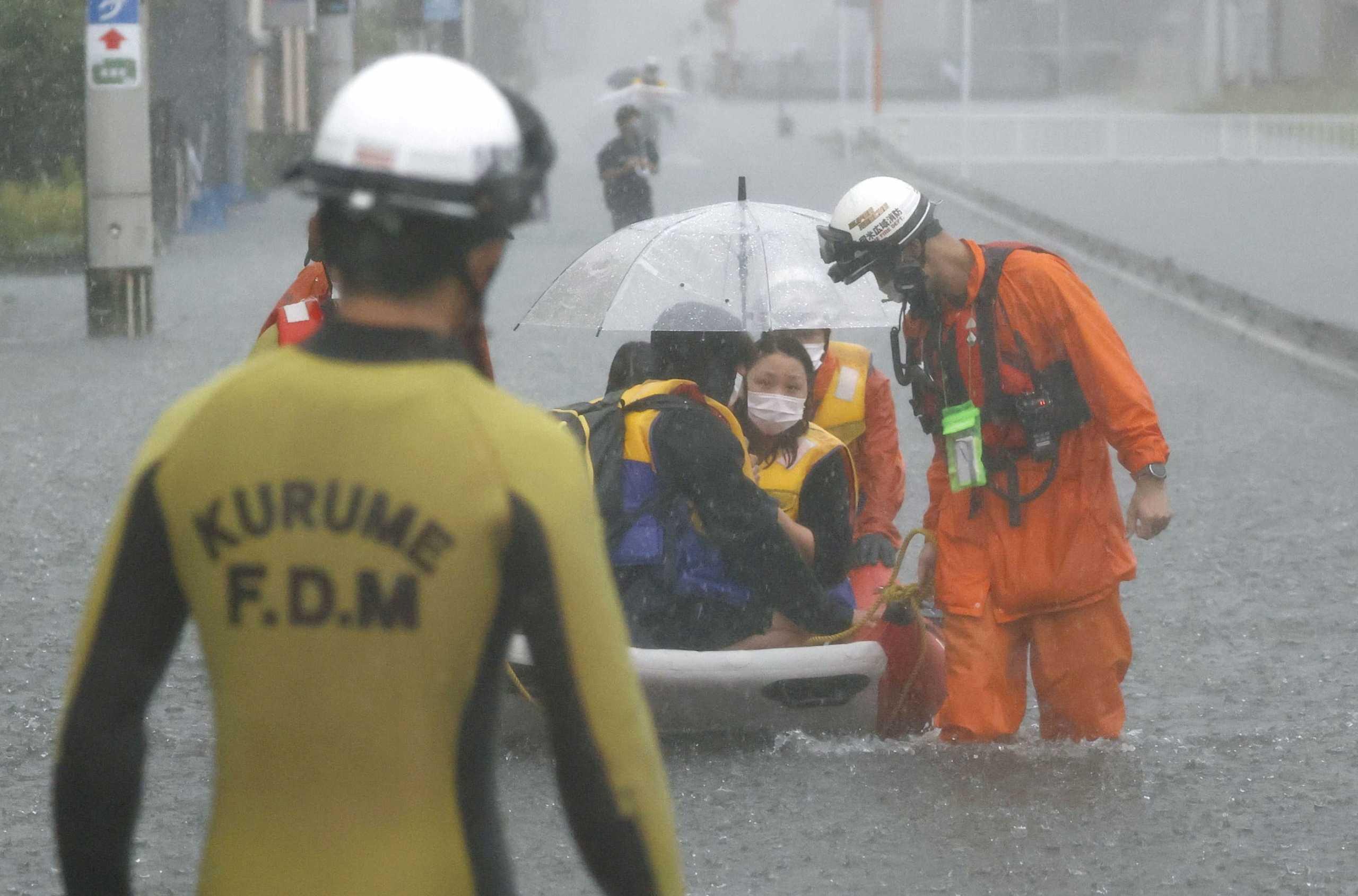 Πλημμύρες σαρώνουν την Ιαπωνία: «Βούλιαξε» η Χιροσίμα