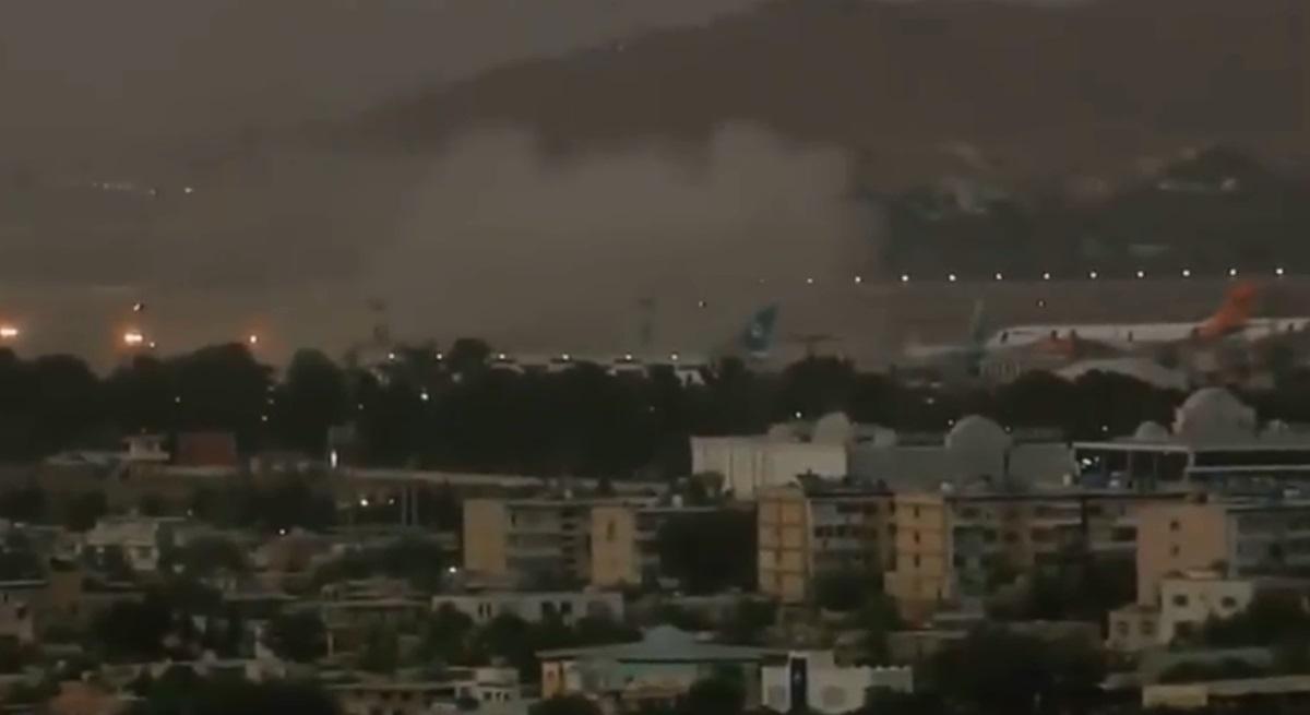 Αφγανιστάν: Τουλάχιστον 13 νεκροί από την έκρηξη στο αεροδρόμιο -Ανάμεσά τους και παιδιά – Πληροφορίες και για δεύτερη έκρηξη