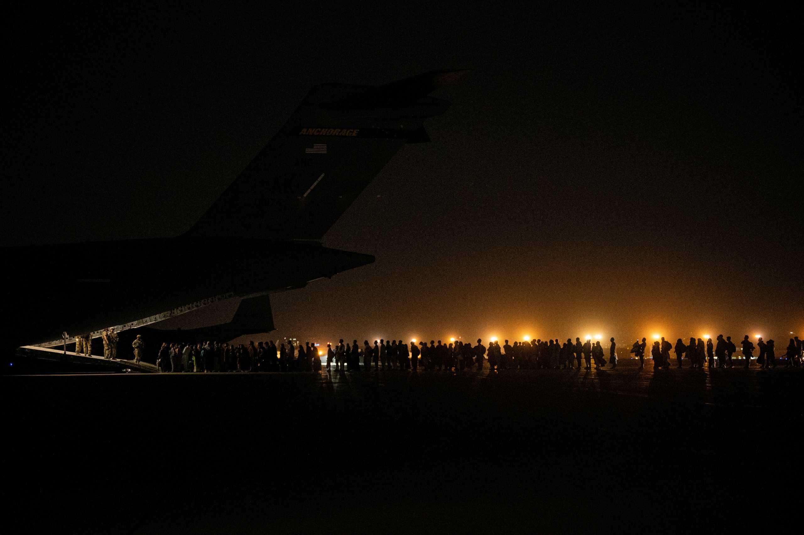ΗΠΑ: Ανεστάλησαν οι πτήσεις στην Καμπούλ λόγω κορεσμού των αμερικανικών βάσεων στον Κόλπο