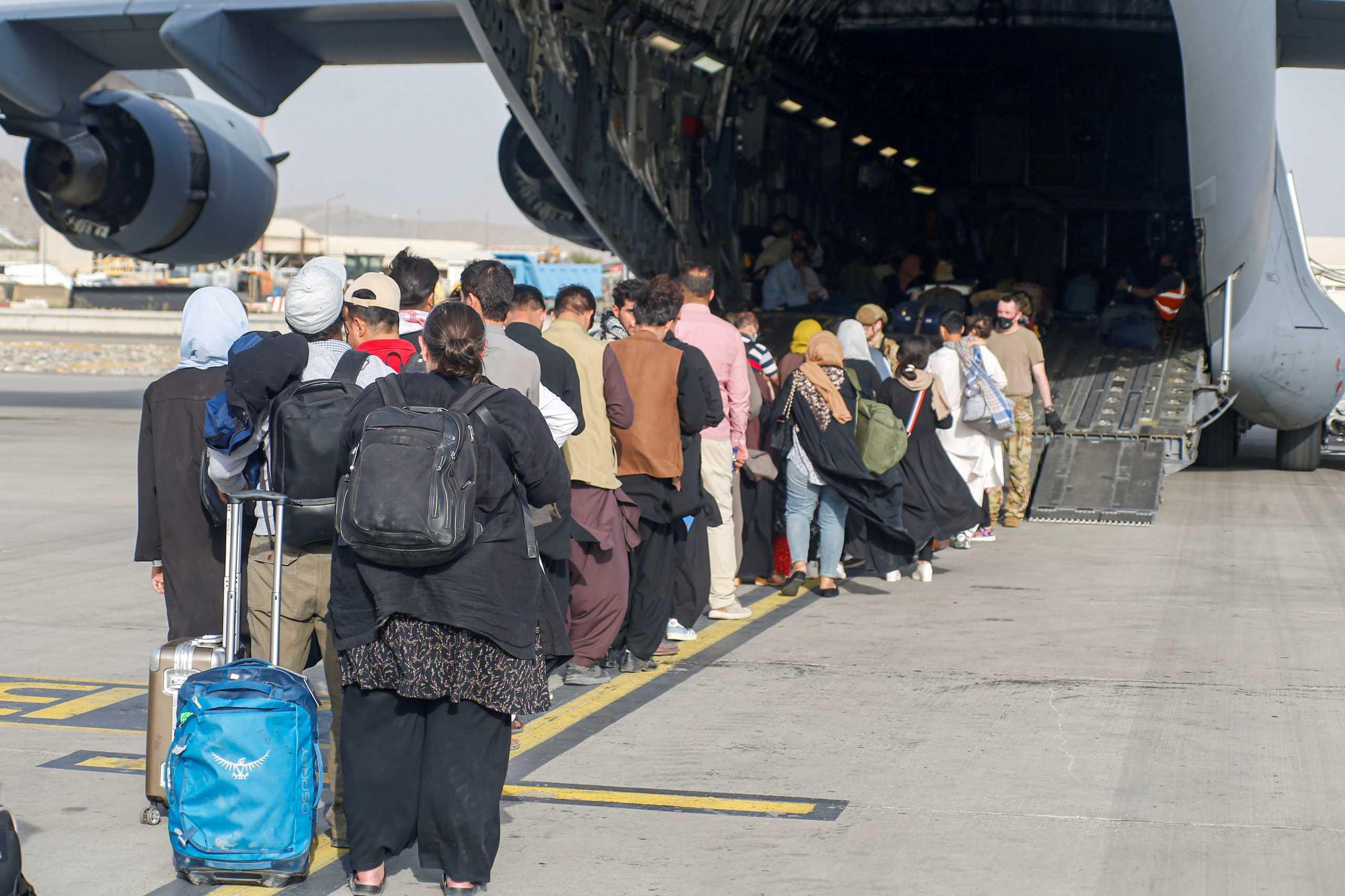 Αφγανιστάν: Οι ΗΠΑ επιτάσσουν αεροπλάνα για την εκκένωση της Καμπούλ
