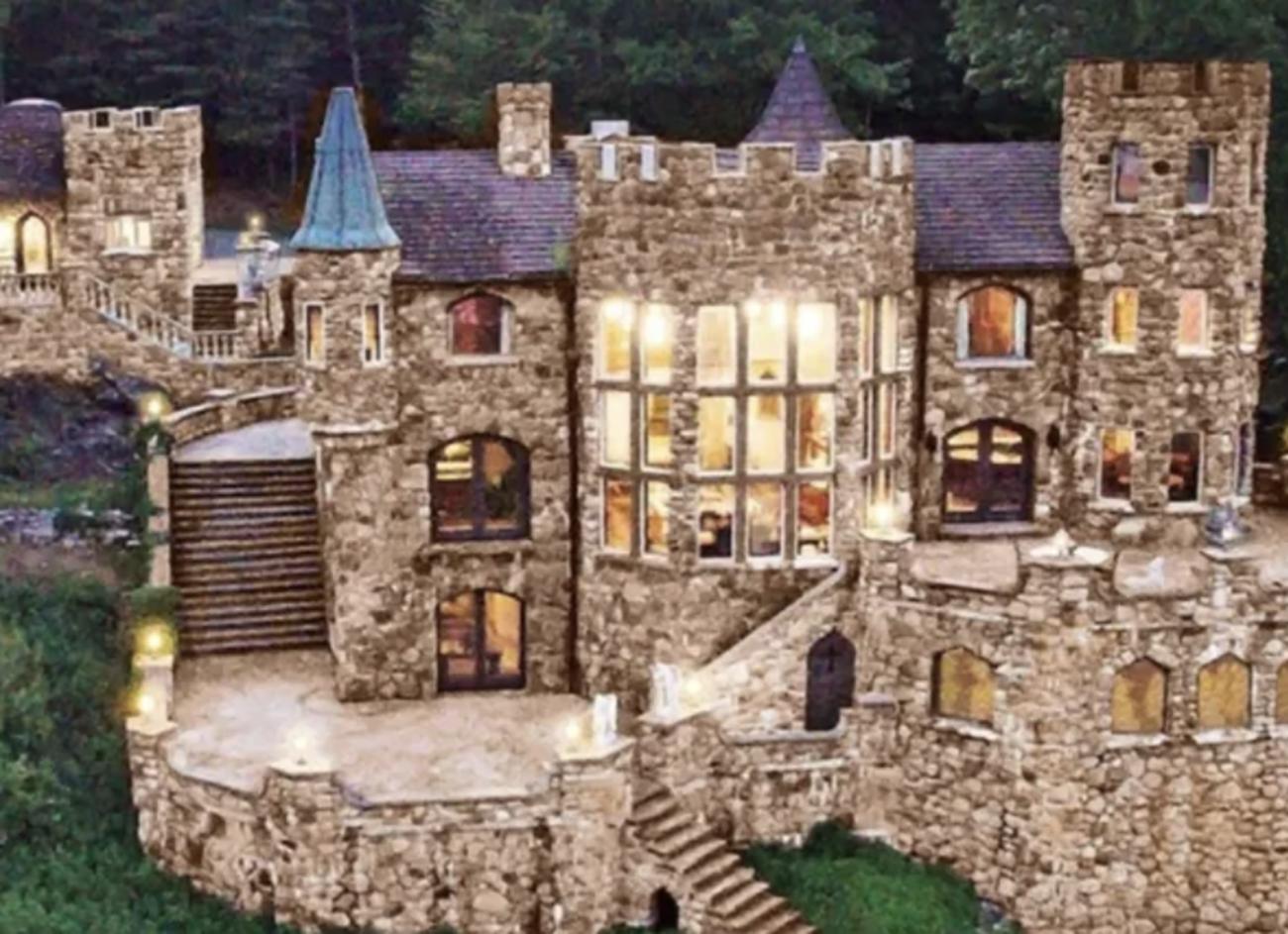 Ζήστε σαν βασιλιάδες σε αυτό το πανέμορφο κάστρο που προσφέρει η Airbnb