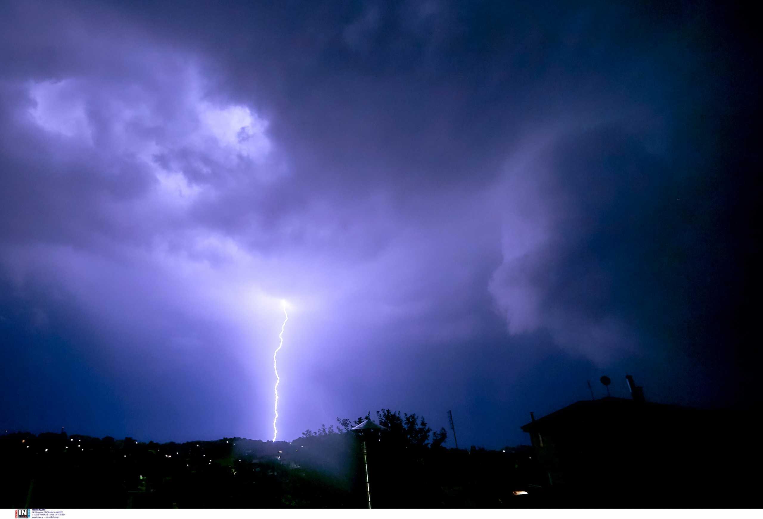 Συναγερμός στο Μεξικό: Η τροπική καταιγίδα Νόρα μετατρέπεται σε τυφώνα