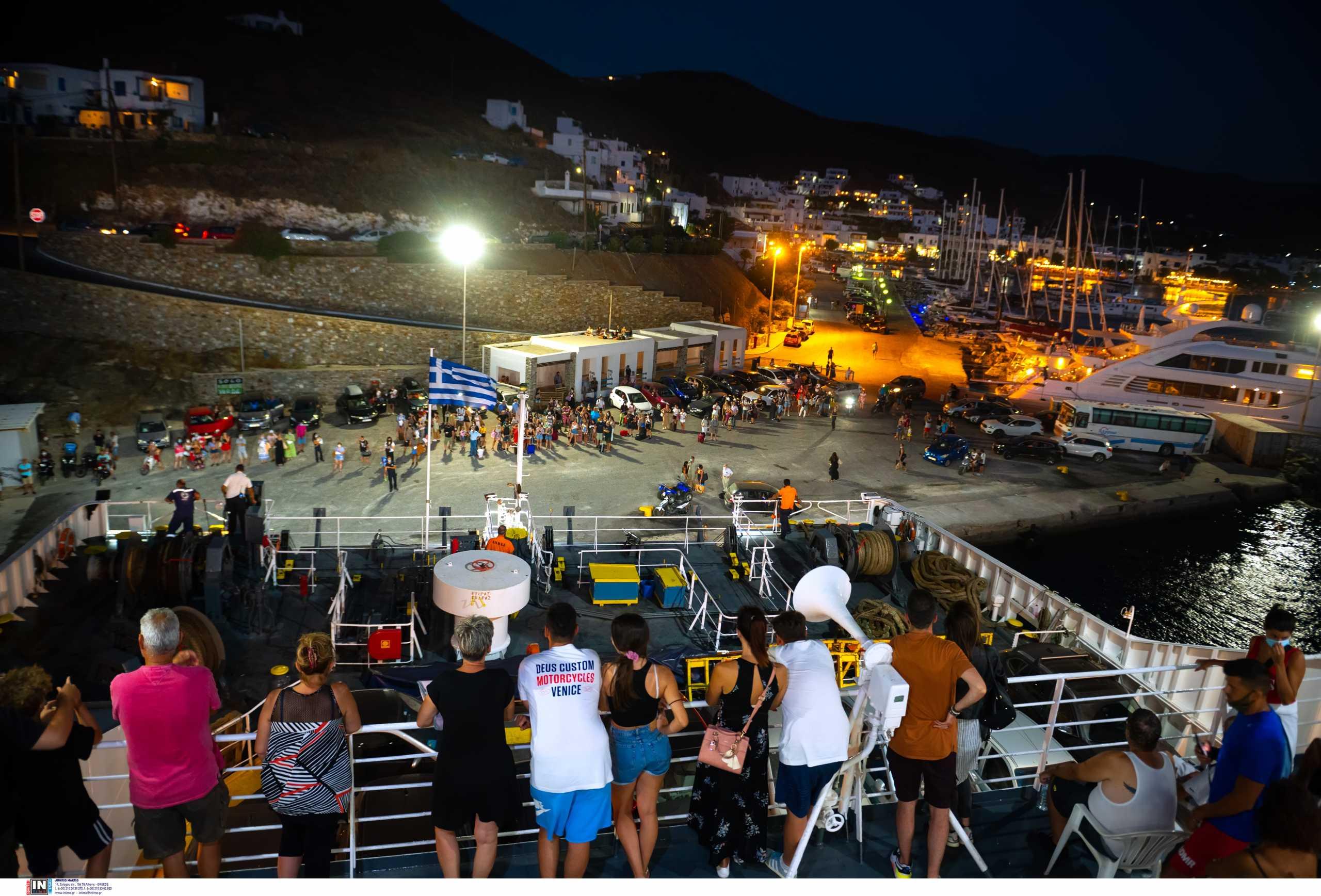 Κορονοϊός: «Κοκκινίζουν» τα νησιά και η επαρχία – Ανησυχία για την αύξηση των διασωληνωμένων