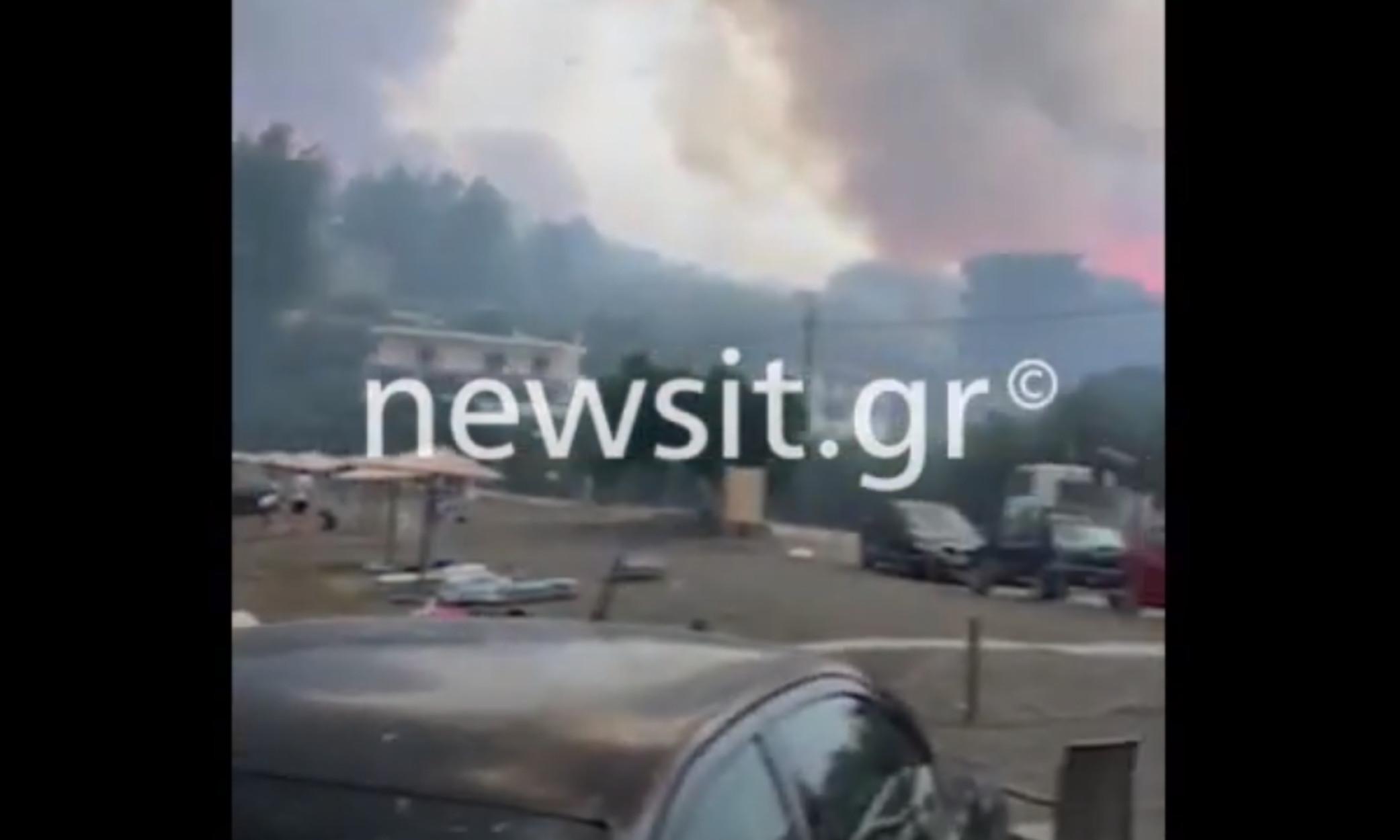 Φωτιά στην Εύβοια: Συγκλονιστικές εικόνες από την παραλία της Κοτσικιάς