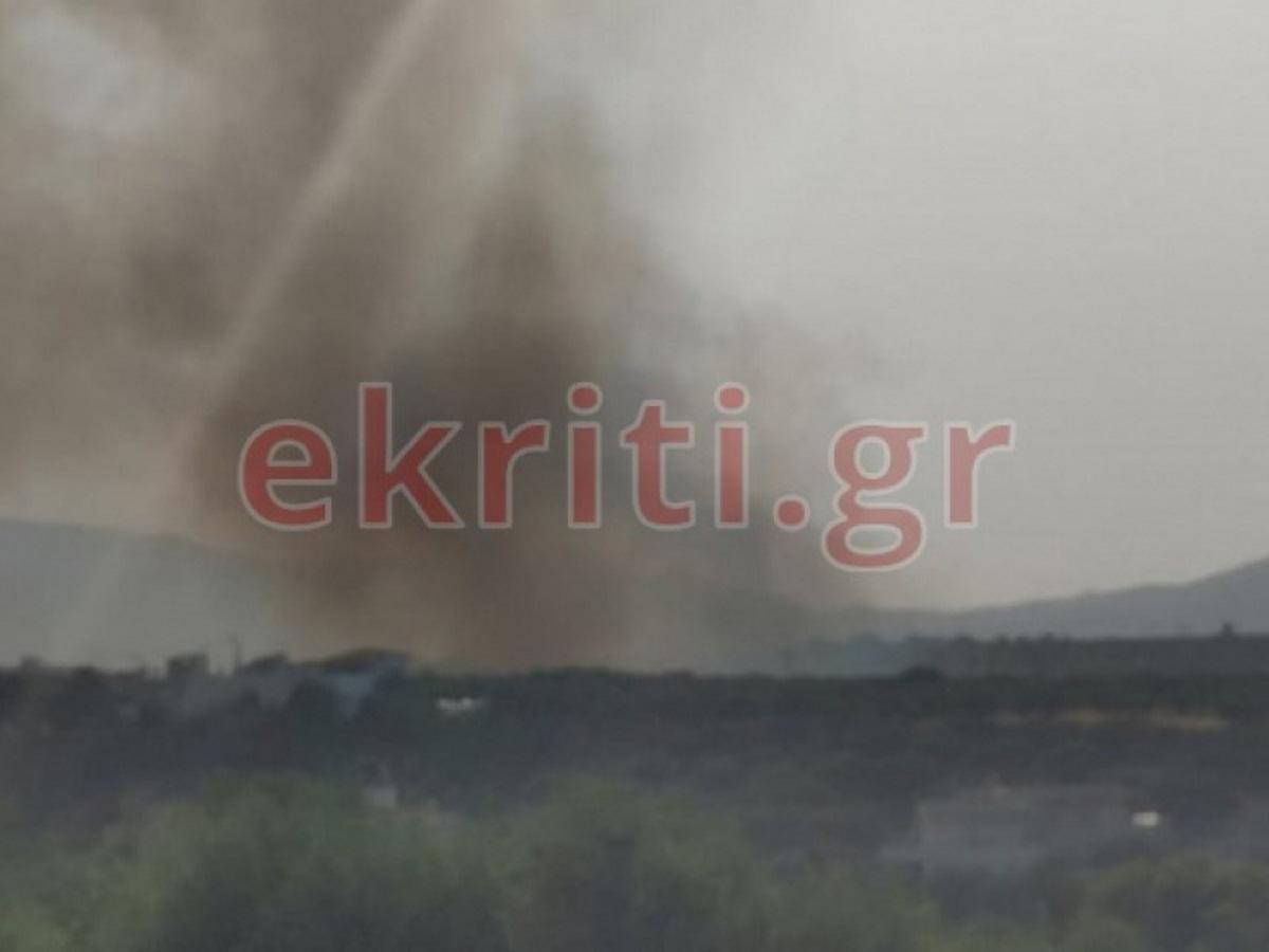 Μεγάλη φωτιά στην Κρήτη: Απομακρύνονται κάτοικοι από οικισμούς του Ηρακλείου