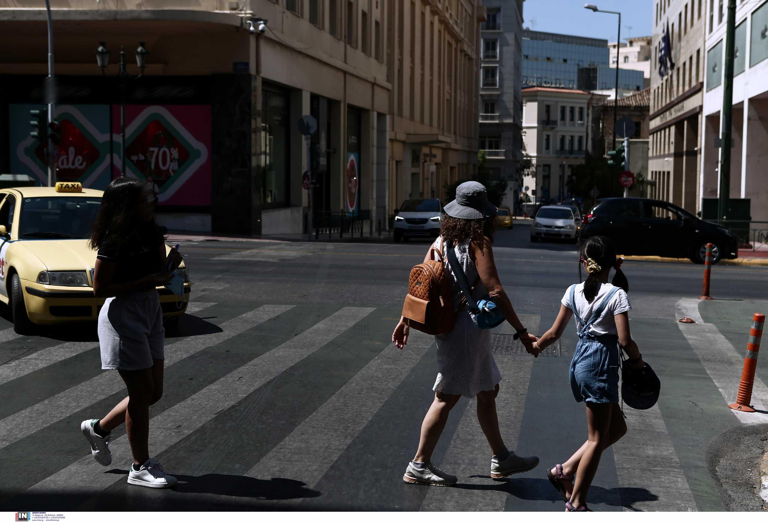 Κορονοϊός: Ανησυχία για Μεσσηνία και Αχαΐα που έχουν πλέον τριψήφιο αριθμό νέων κρουσμάτων – Το 1/4 στην Αττική