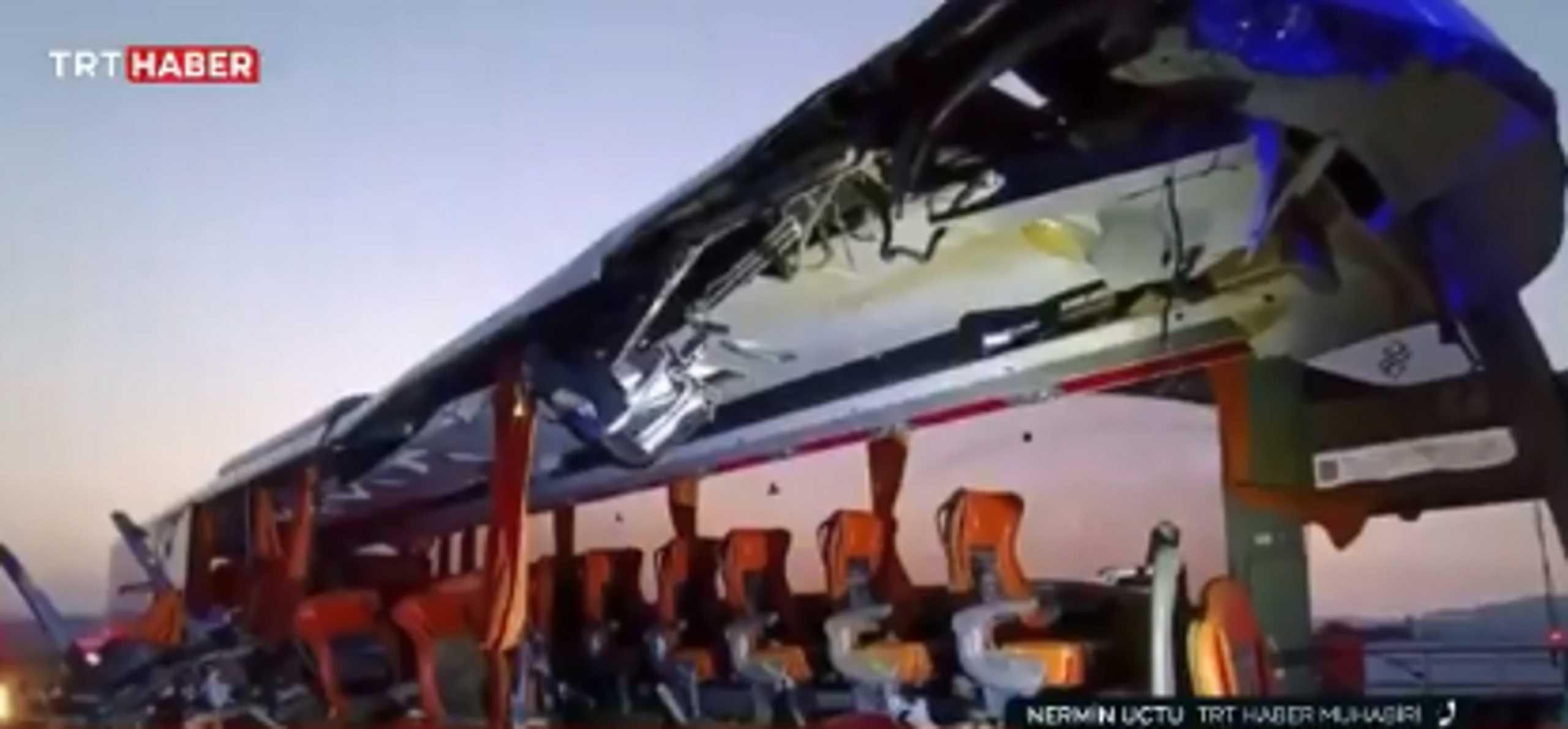 Εννέα νεκροί σε σύγκρουση λεωφορείου με φορτηγό στην Τουρκία – Σοκαριστικές εικόνες