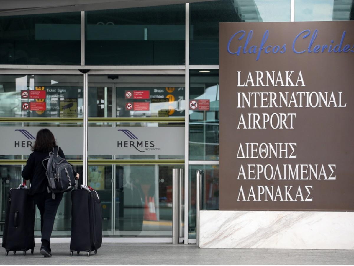 Κύπρος: Άναψε τσιγάρο σε αεροπλάνο και χαστούκισε την αεροσυνοδό