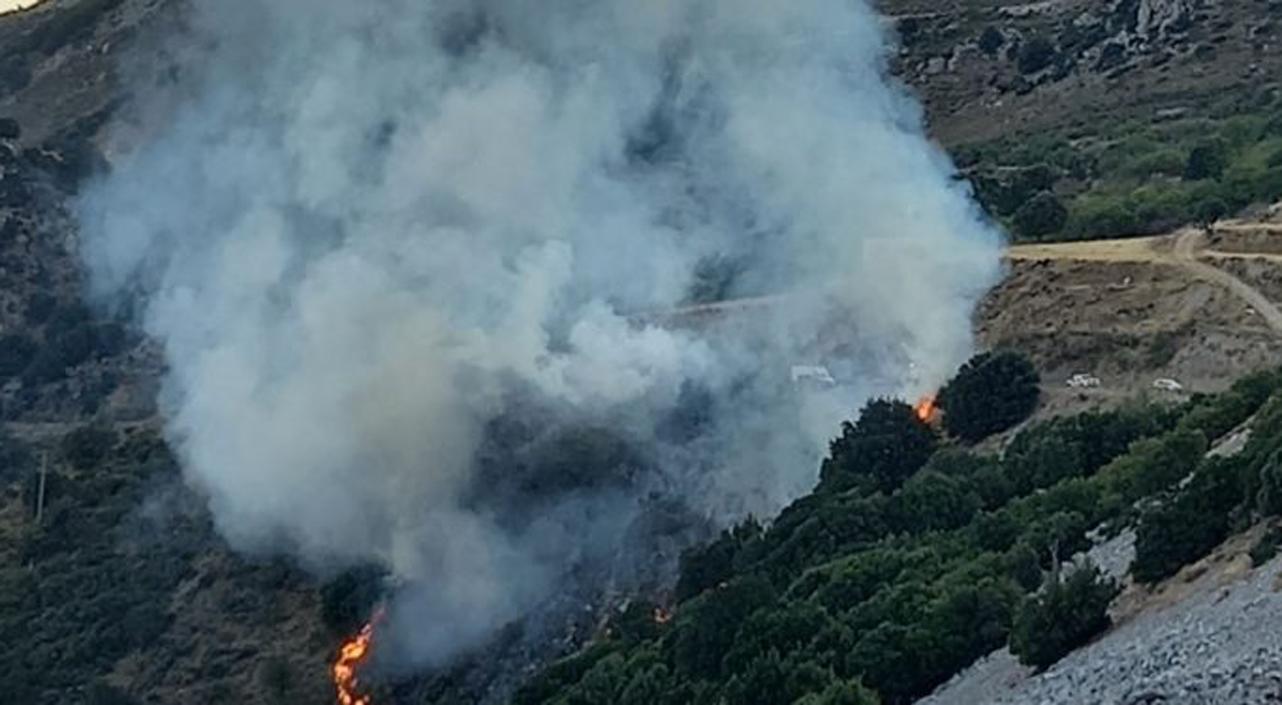 Κρήτη: Υπό έλεγχο η φωτιά στο Οροπέδιο Λασιθίου – Διακοπές ρεύματος σε οικισμούς