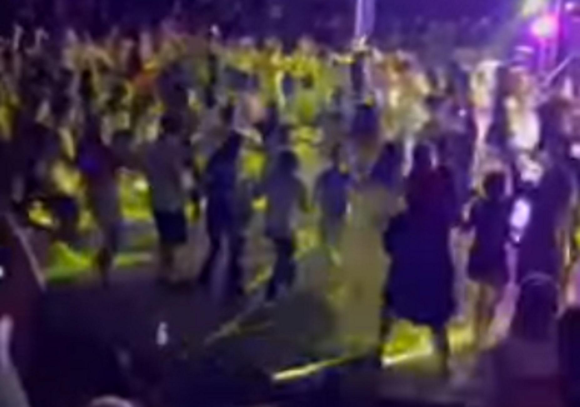 Λιβαδειά – Κορονοϊός: Διακόπηκε η συναυλία μετά από αυτές τις εικόνες – Συνωστισμός στο ξέφρενο γλέντι