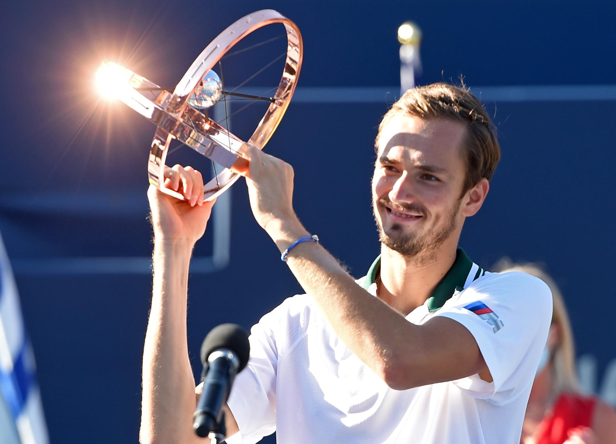 Rogers Cup: Ο Μεντβέντεφ έκανε «περίπατο» κόντρα στον Οπέλκα στον τελικό