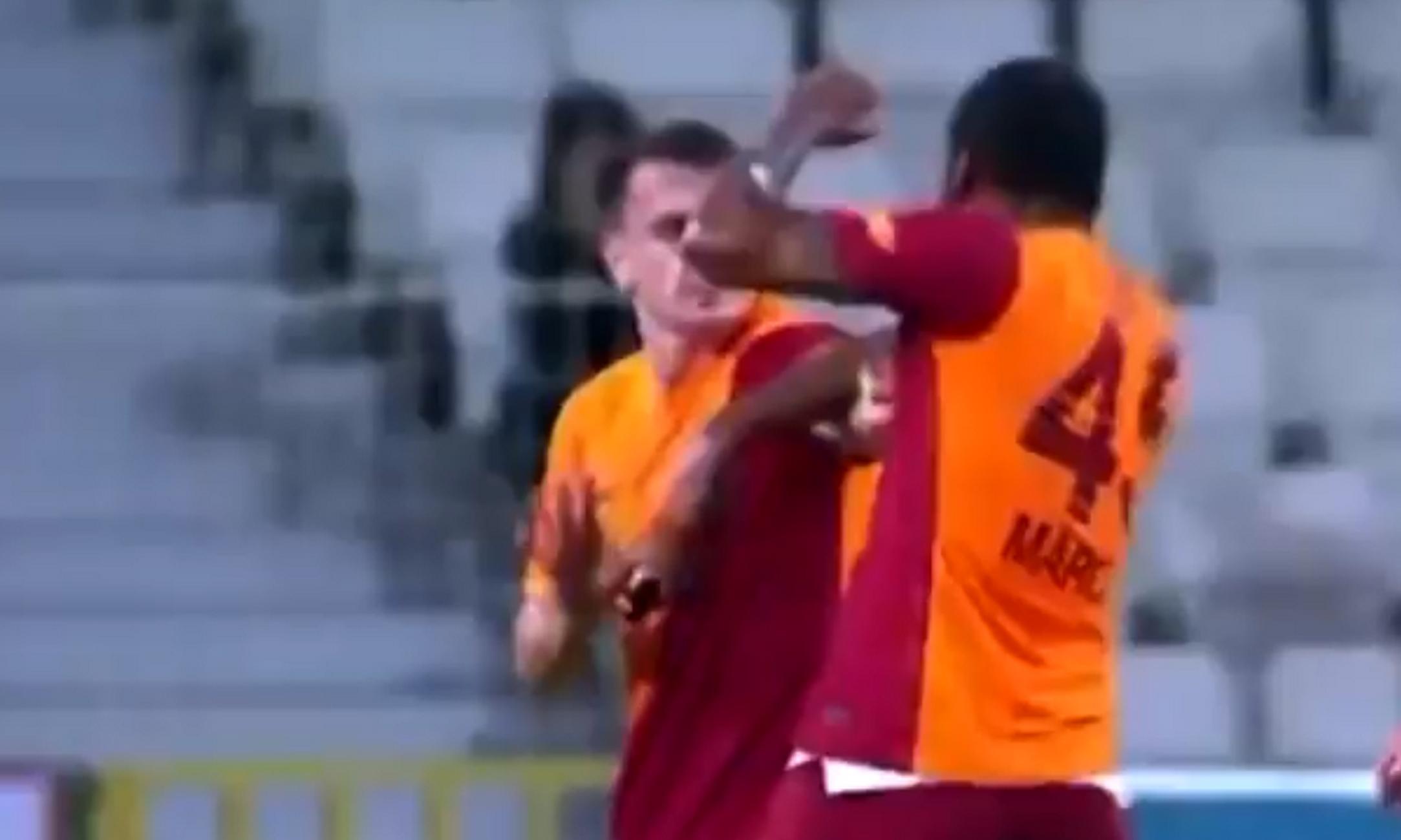 Απίστευτο: Παίκτης της Γαλατασαράι αποβλήθηκε για μπουνιά σε συμπαίκτη του