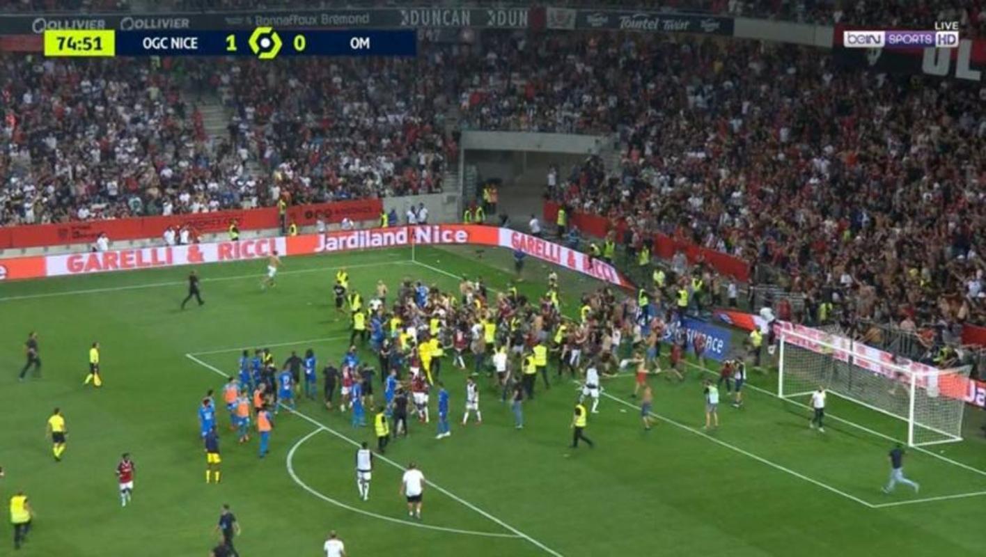 Χαμός στο Νις – Μαρσέιγ: Ντου οπαδών στο γήπεδο και χάος