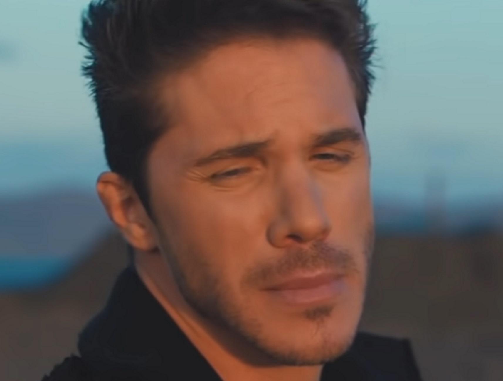 Νίκος Οικονομόπουλος – Κορονοϊός: Με πυρετό και δύσπνοια στον Ευαγγελισμό – Πώς νόσησε ο τραγουδιστής