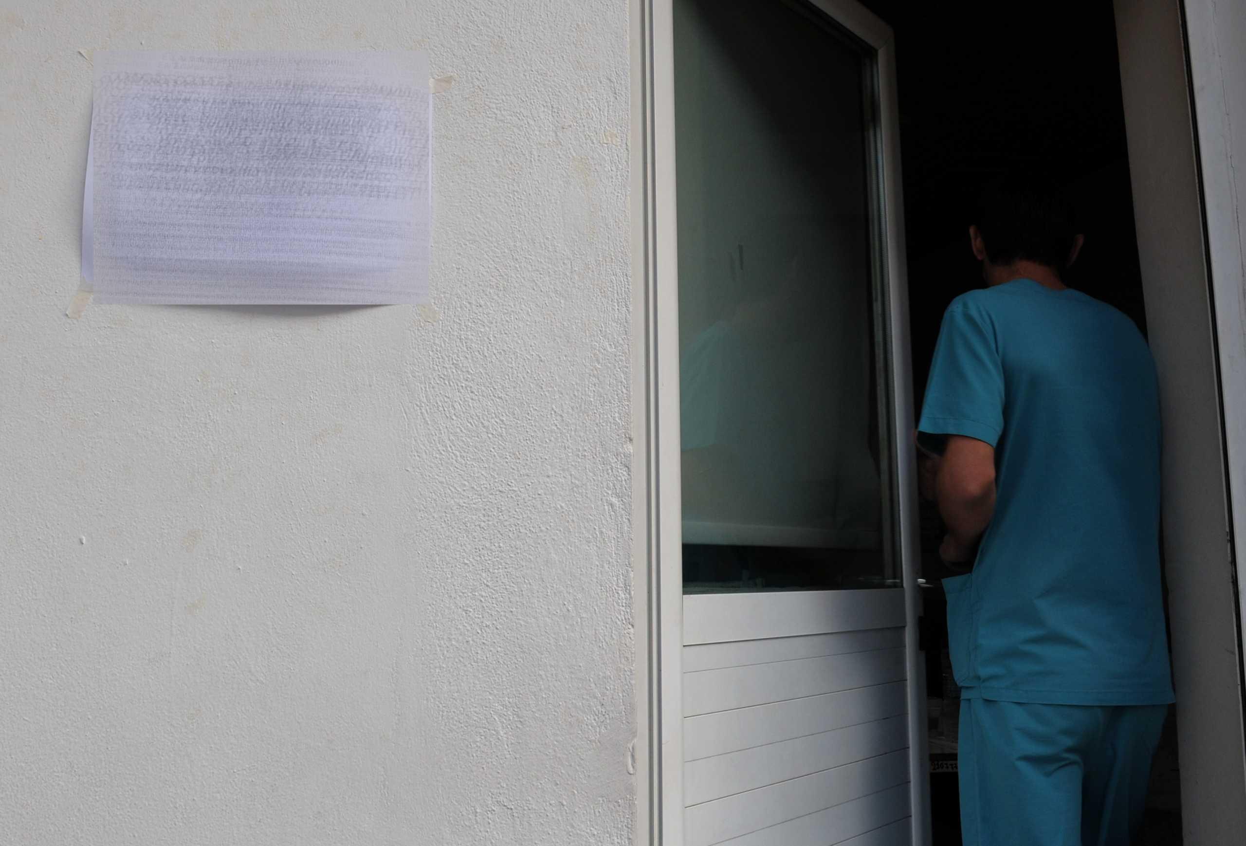 Στην εντατική με κορονοϊό ανεμβολίαστη μικροβιολόγος που εργάζεται σε νοσοκομείο της Κρήτης