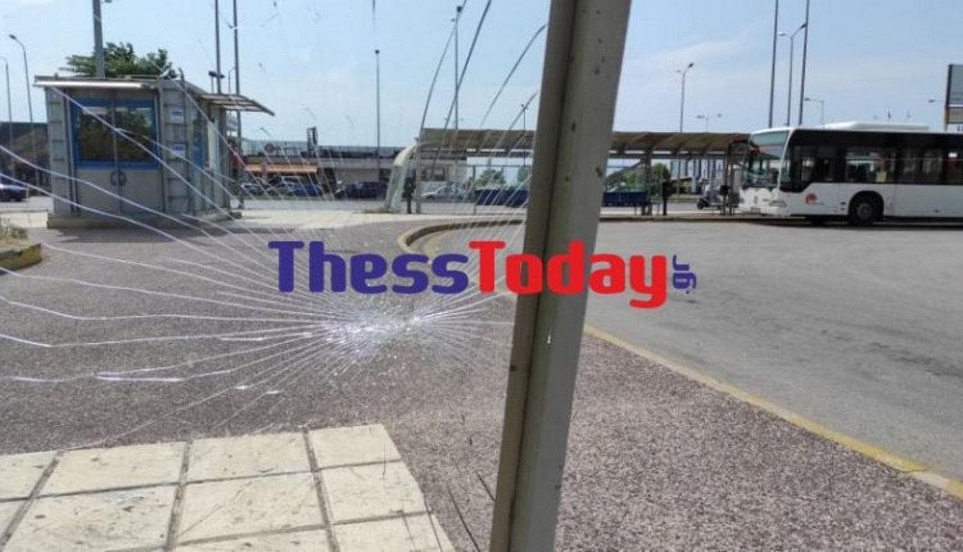 Θεσσαλονίκη: Εικόνες εγκατάλειψης στο σταθμό του ΟΑΣΘ – Σπασμένες τζαμαρίες και λακκούβες παντού