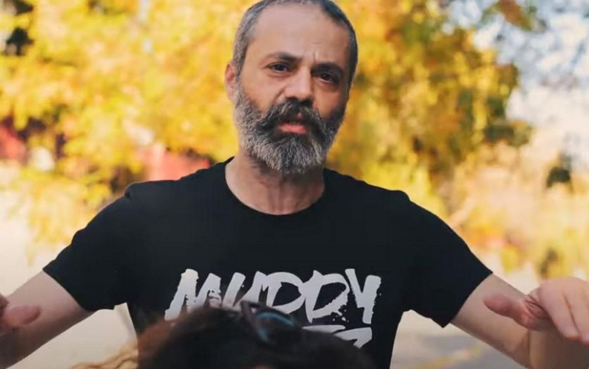 Νεκρός σε τροχαίο ο 46χρονος ράπερ Οδυσσέας Τσιαμπόκαλος – Ιδρυτικό μέλος των Razastarr