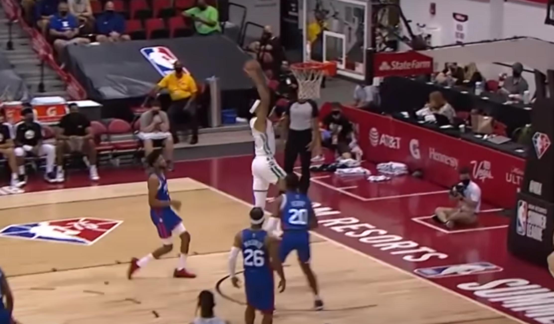 NBA Summer League: Φοβερή εμφάνιση από τον Όγκαστ με τους Σέλτικς