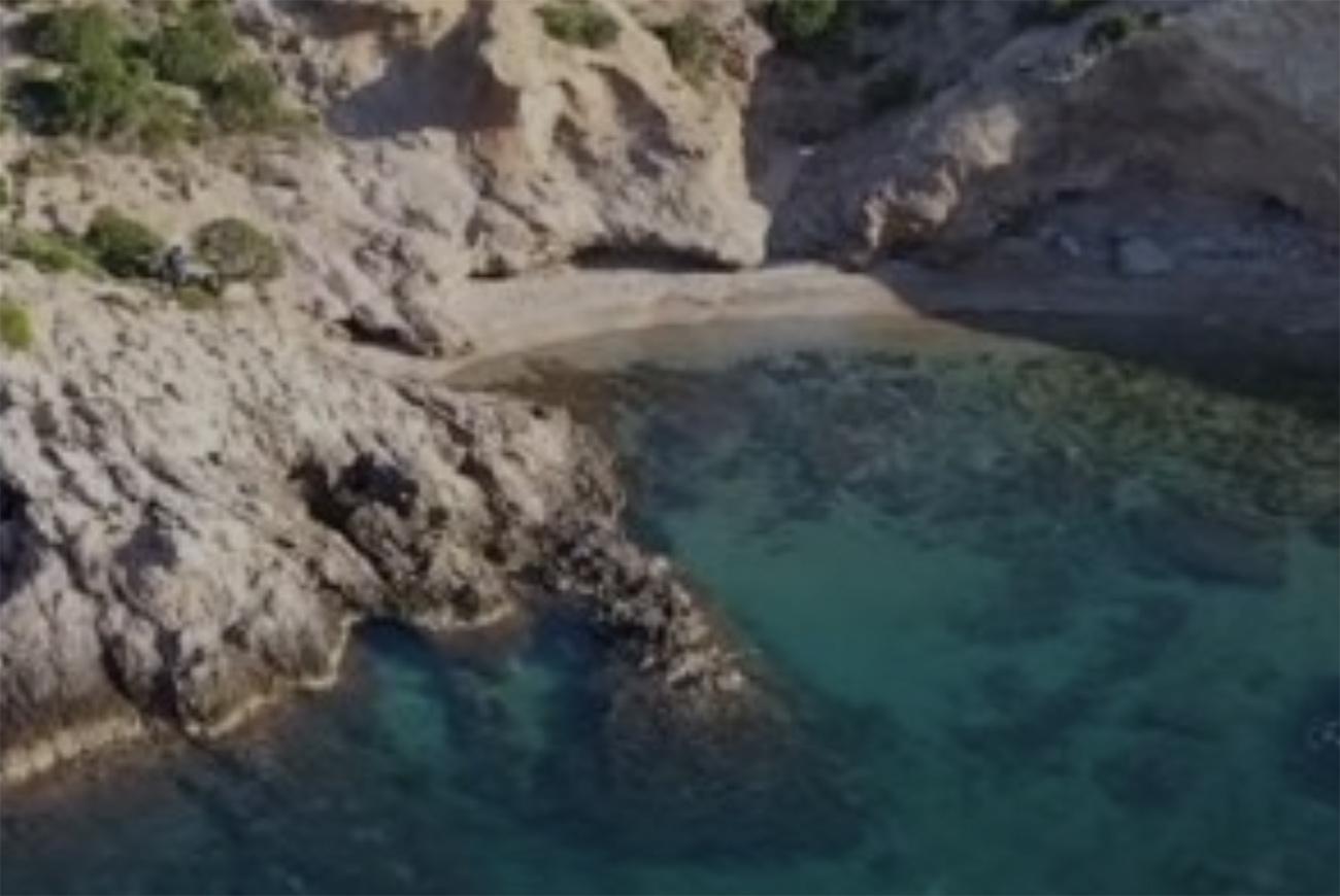 Παραλίες Αττικής: Ο μικρός κόλπος για βουτιές χωρίς πολύ κόσμο