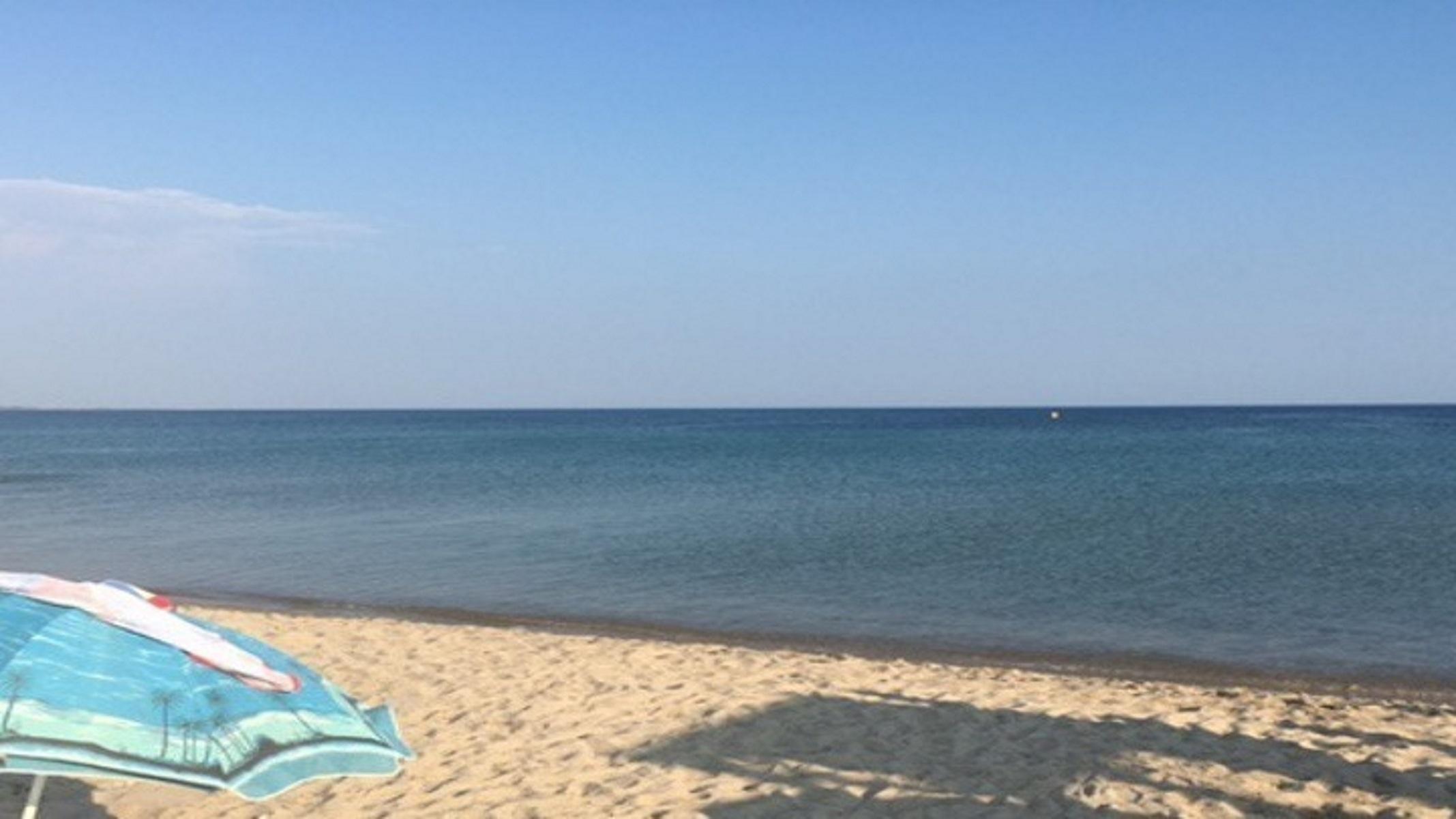 Κασσάνδρα Χαλκιδικής: Πεντακάθαρα τα νερά στην παραλία Παπαδιάς
