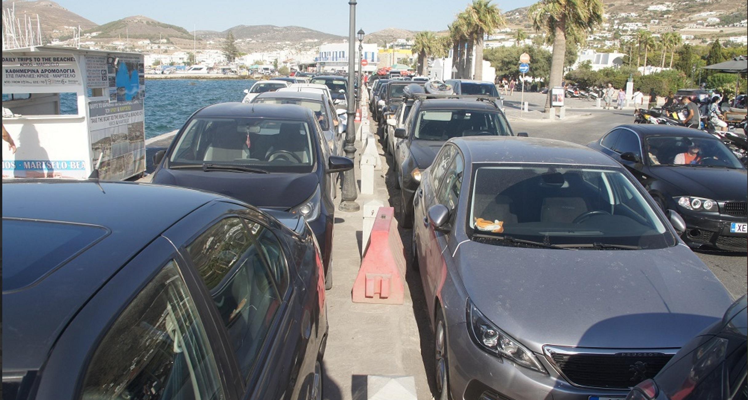 Πάρος: Το αδιαχώρητο στο λιμάνι με κυκλοφοριακό έμφραγμα στους γύρω δρόμους – Διακοπές τέλος