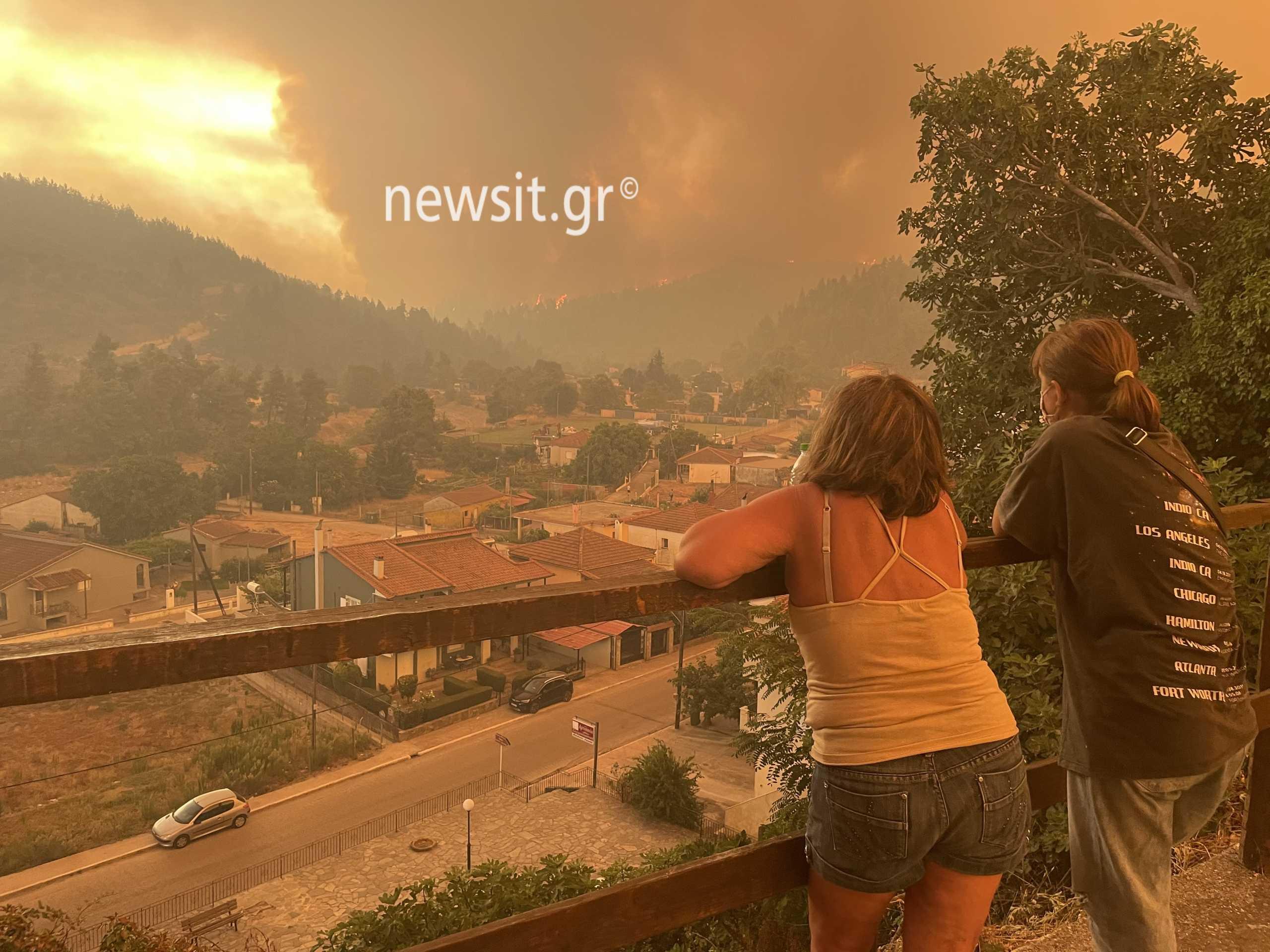 Φωτιά στη Βόρεια Εύβοια: Νύχτα αγωνίας στο δρόμο περνούν οι κάτοικοι  πνιγμένοι στον καπνό