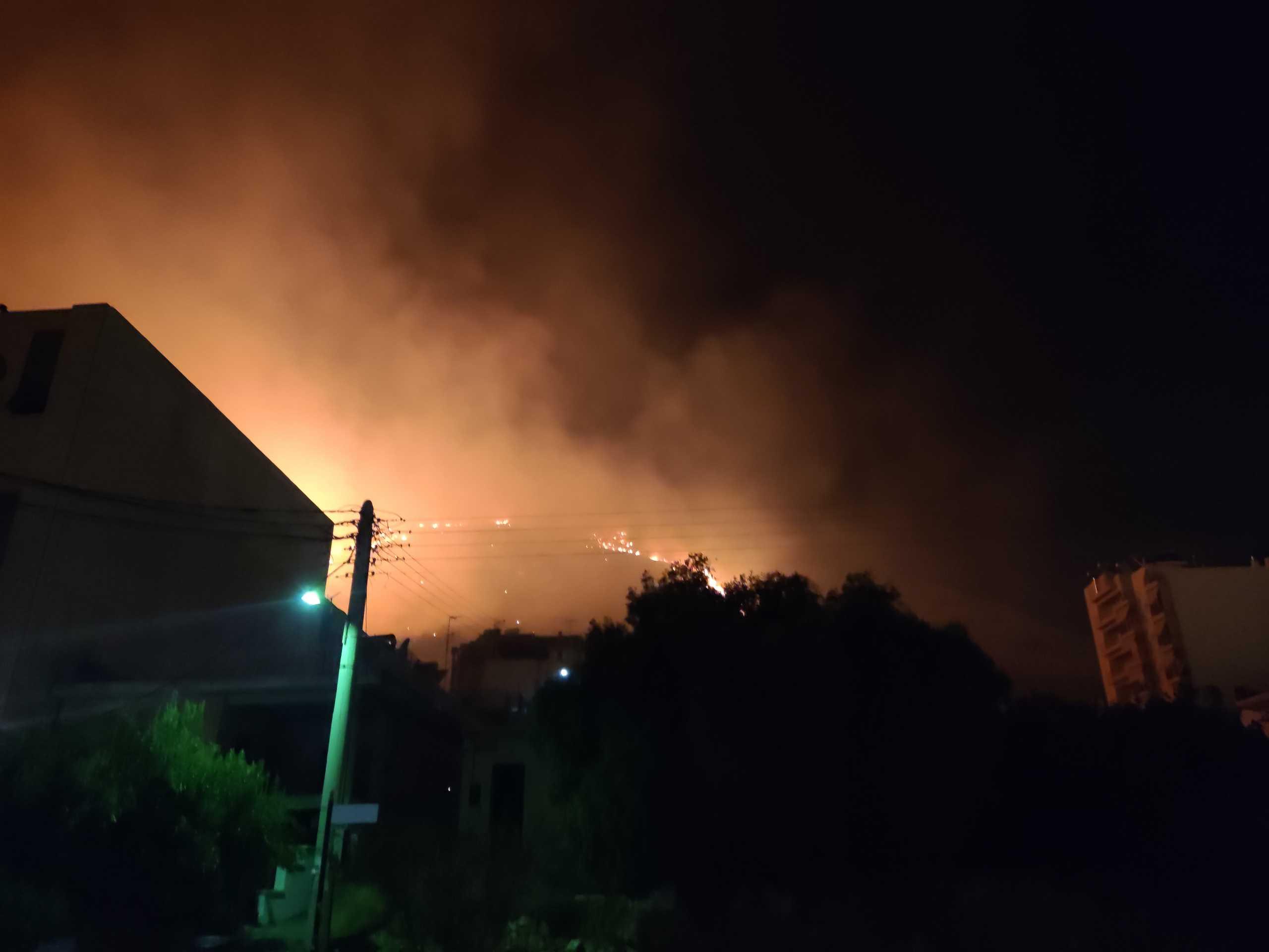 Φωτιά στο Νέο Ικόνιο στο Πέραμα