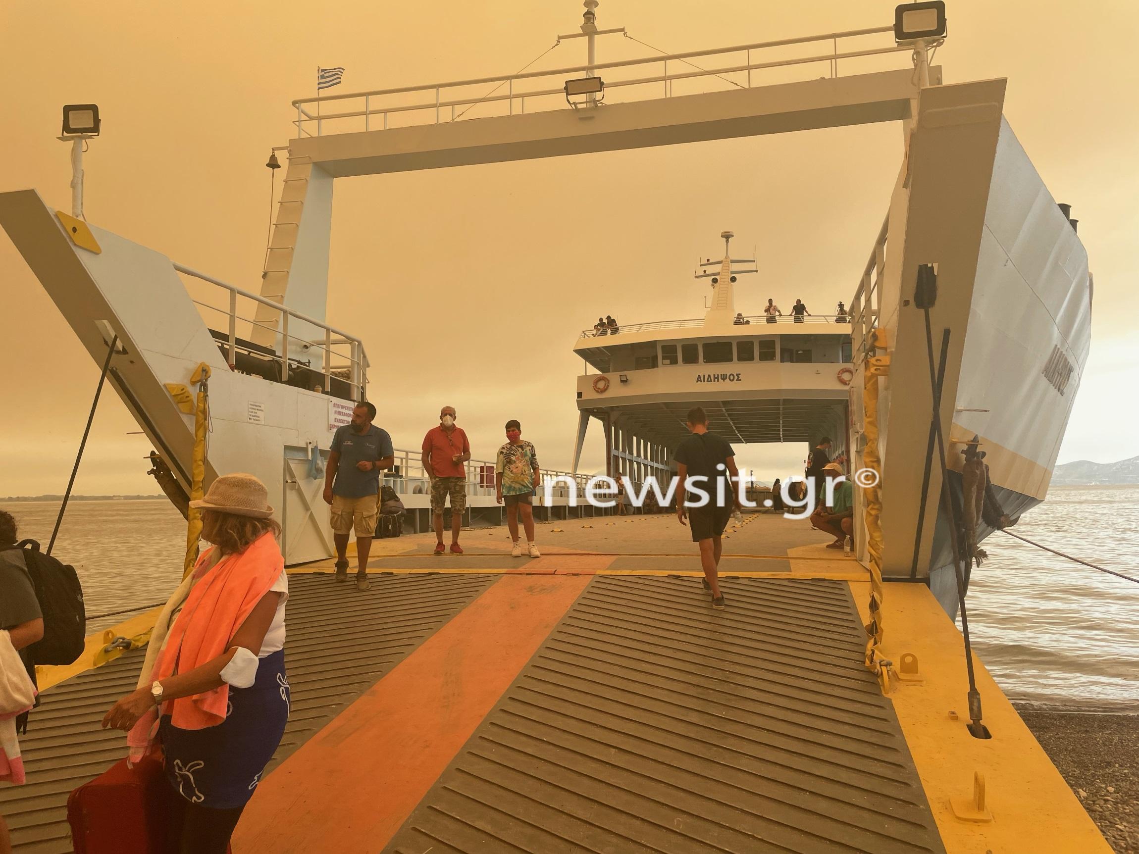 Φωτιά στην Εύβοια: Δια θαλάσσης και δωρεάν απομακρύνονται από τις φλόγες – Το newsit.gr στο Πευκί