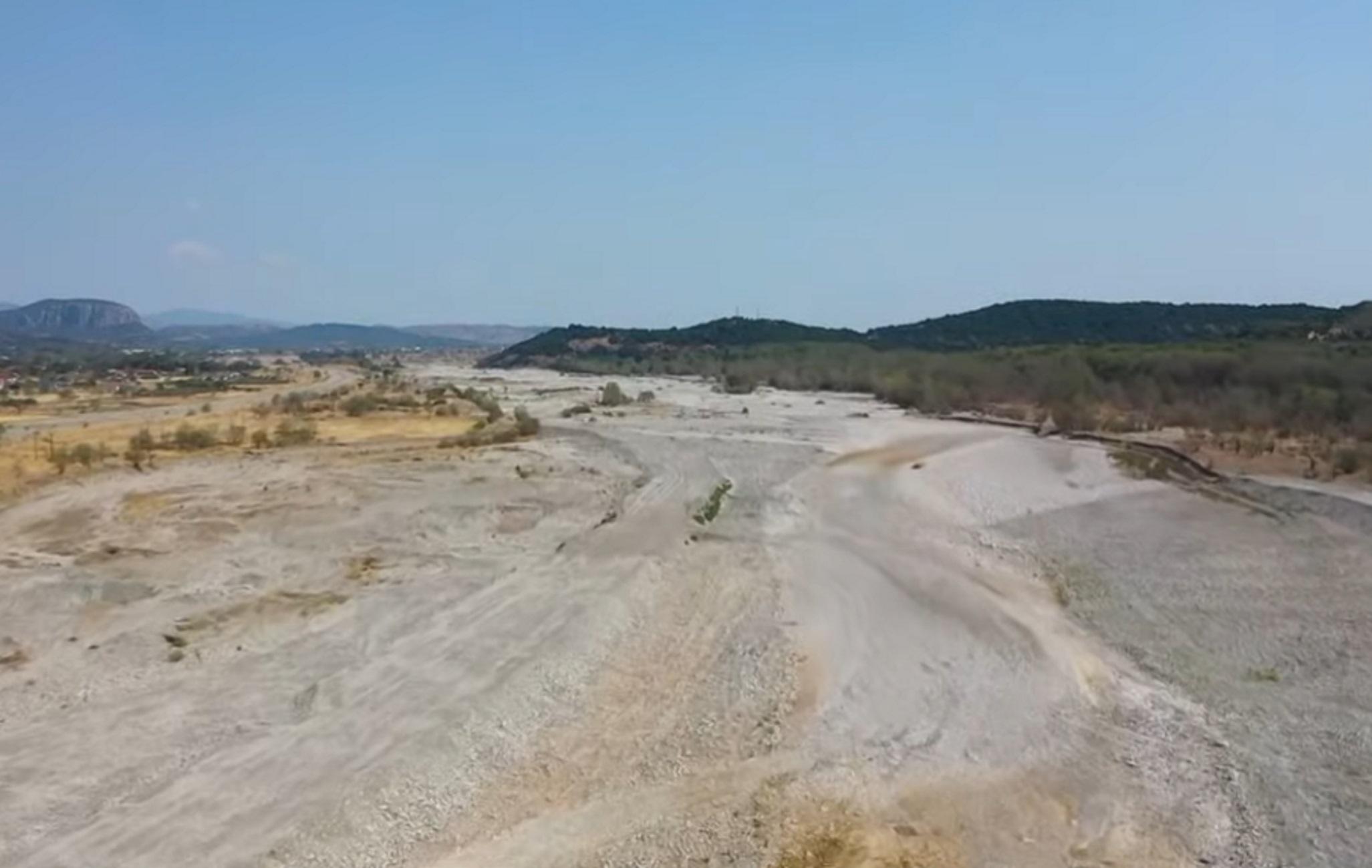 Πηνειός: Μια απέραντη έρημος – Νέες εικόνες από drone δείχνουν την κατάσταση που έχει διαμορφωθεί