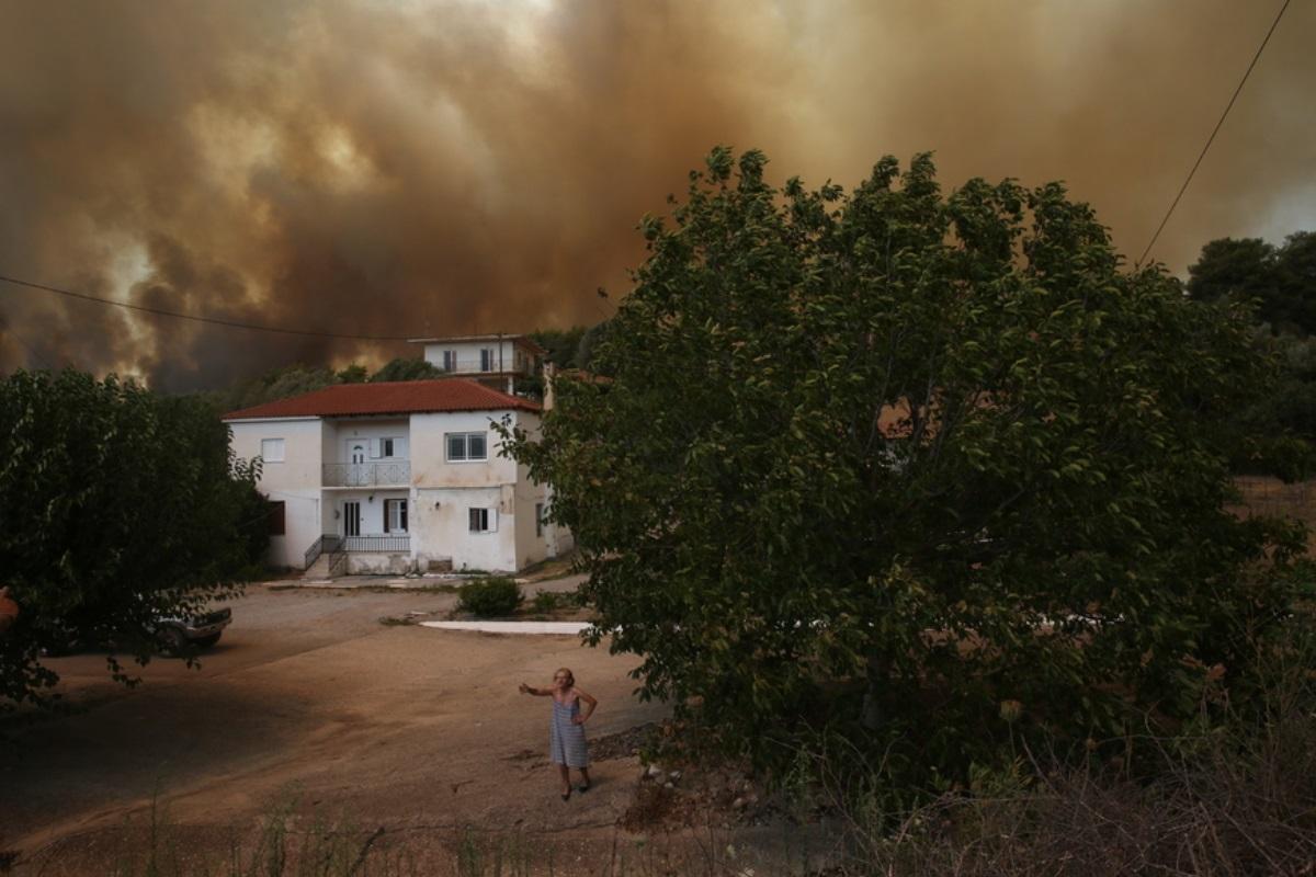 Φωτιά στην Ηλεία: Εκκενώνονται οικισμοί – Οι φλόγες επεκτείνονται επικίνδυνα