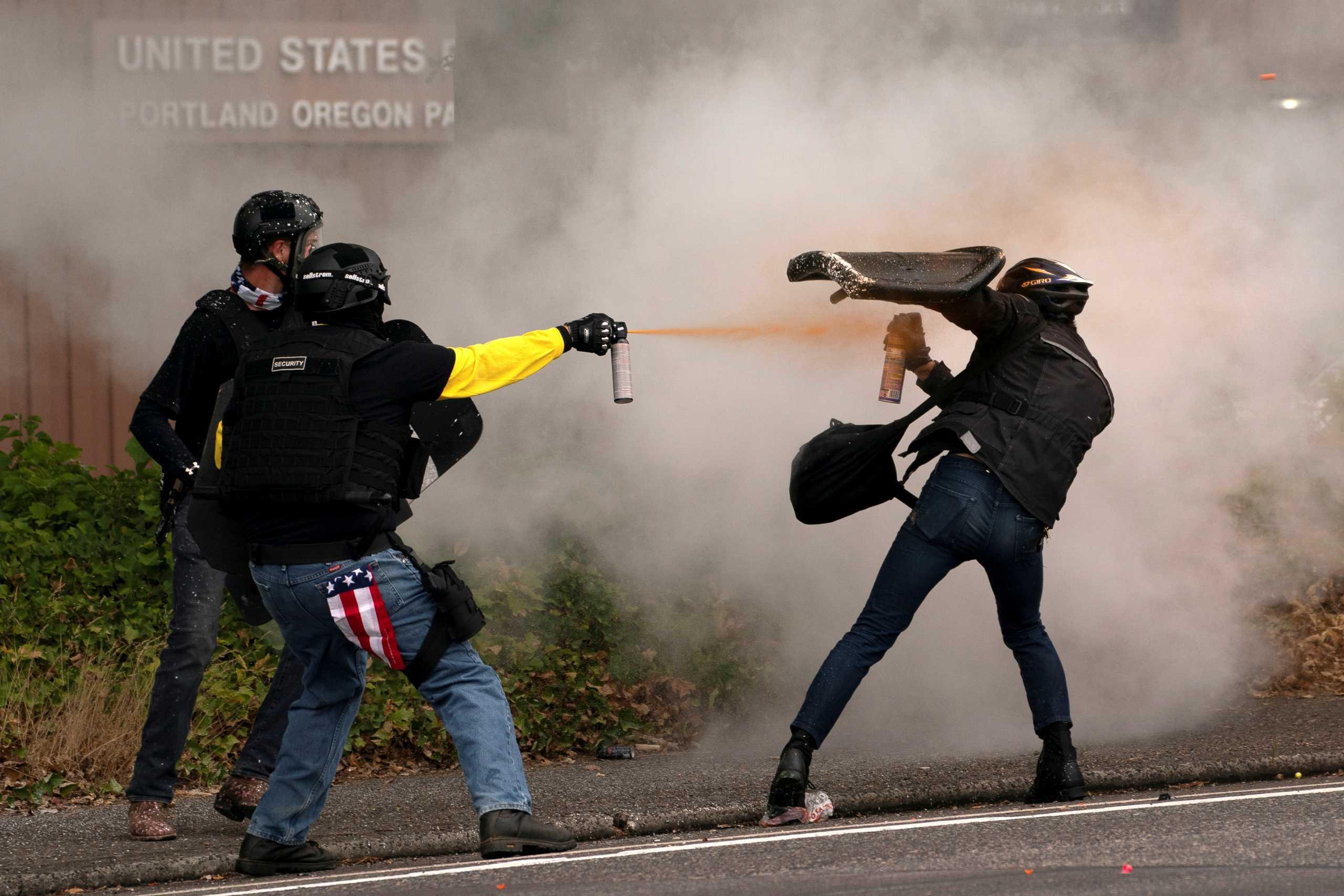 ΗΠΑ: Πυροβολισμοί και εικόνες χάους στο Πόρτλαντ – Συγκρούσεις ακροδεξιών και ακροαριστερών