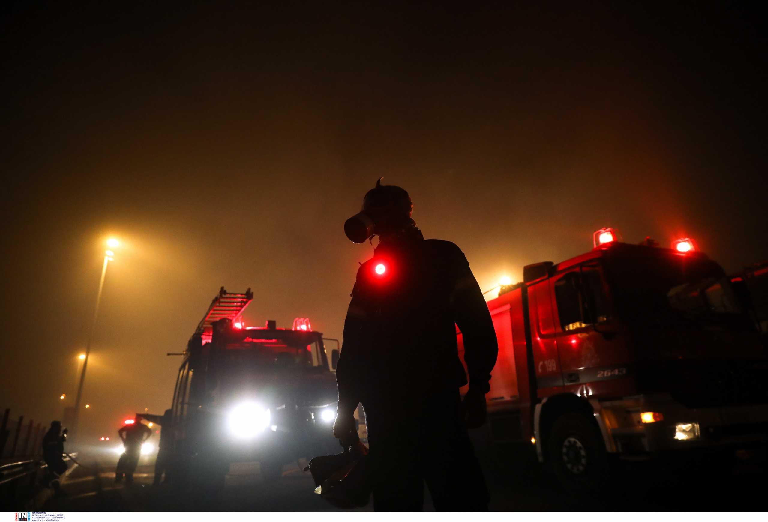 Διασωληνώθηκαν δύο εθελοντές πυροσβέστες από τη μεγάλη φωτιά της Αττικής