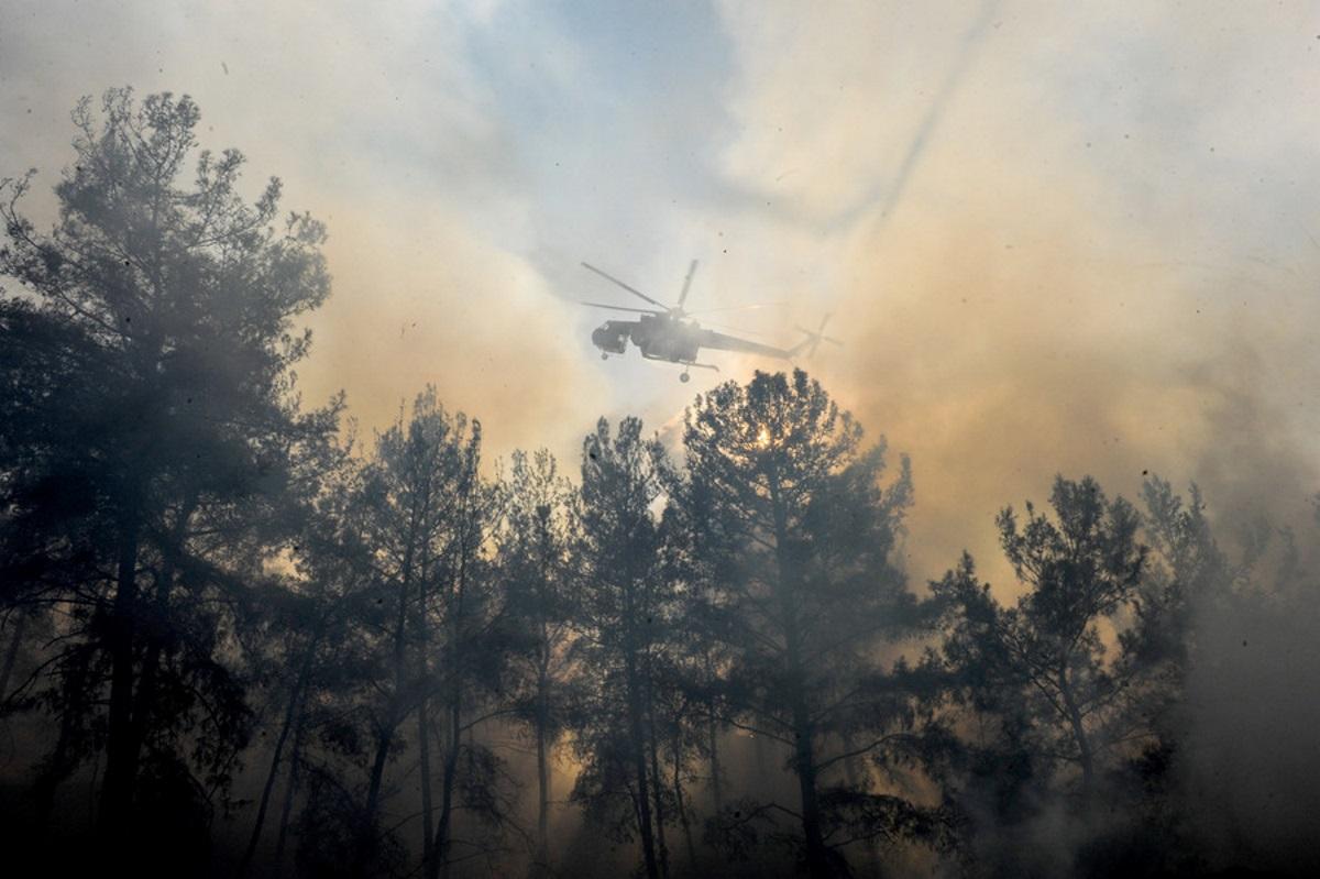 Ρόδος: Μάχη με τις αναζωπυρώσεις της μεγάλης φωτιάς