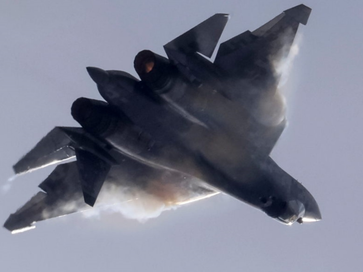 «Πολλαπλασιαστής ισχύος» το Su-57: Πως θα πολεμάει με τους «κυνηγούς» Okhotnik