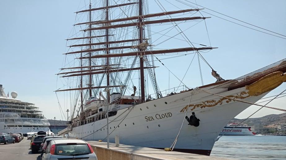 Σύρος: Αυτό είναι το παλαιότερο επιβατηγό πλοίο στον κόσμο που έδεσε στην Ερμούπολη