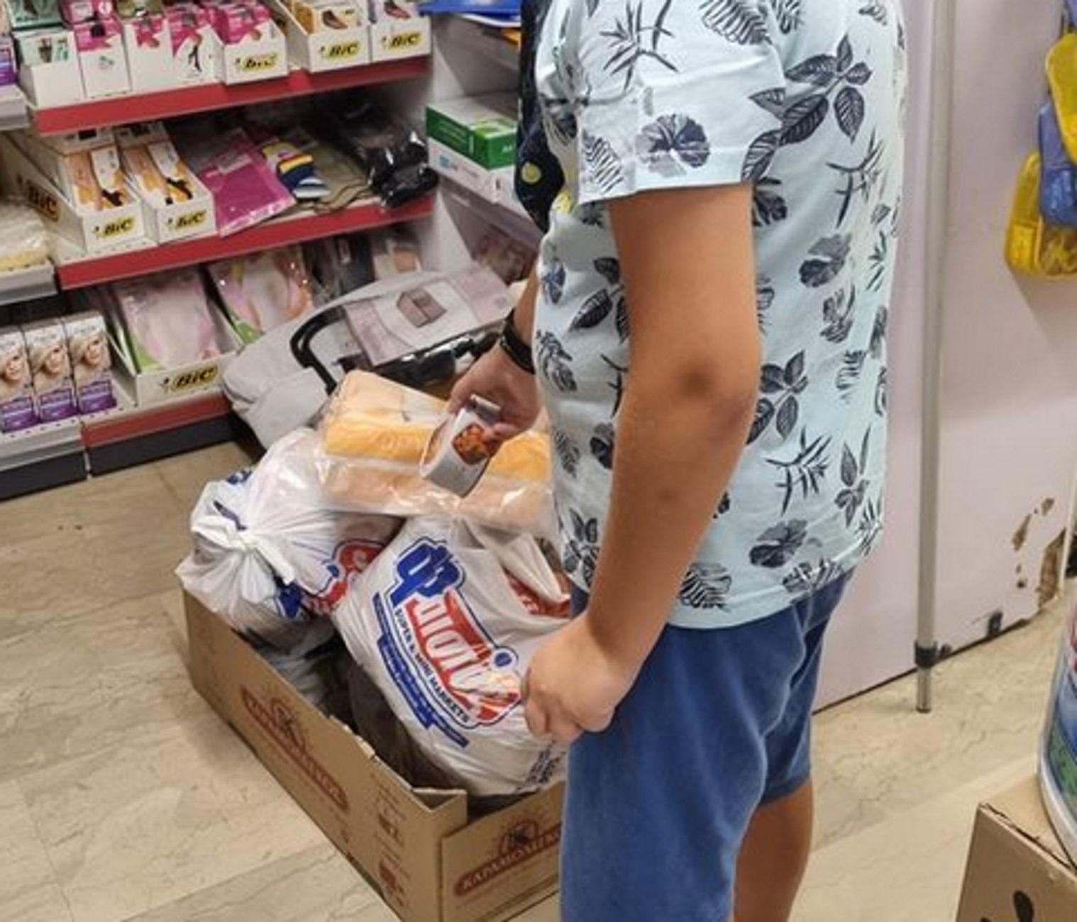 Ρέθυμνο: Viral η φωτογραφία του μικρού Μανώλη σε σούπερ μάρκετ – Έτσι συγκίνησε τους πάντες
