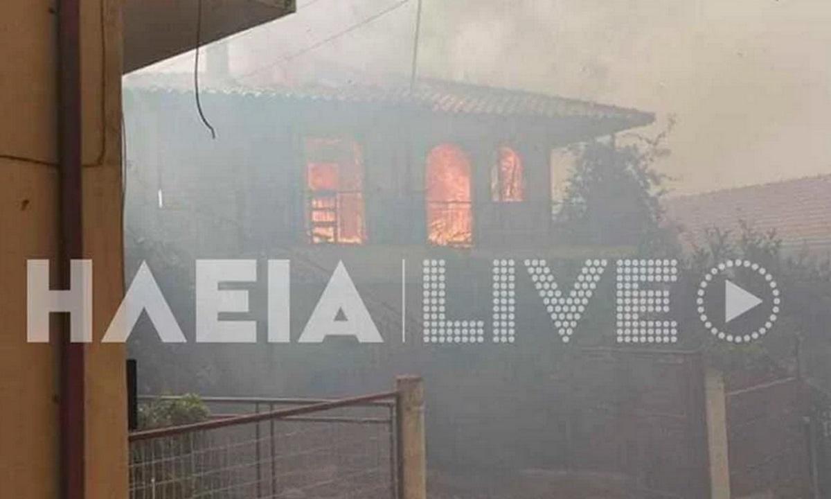 Εικόνες από σπίτια που καίγονται στην Ηλεία – Πληροφορίες για νέες εκκενώσεις περιοχών
