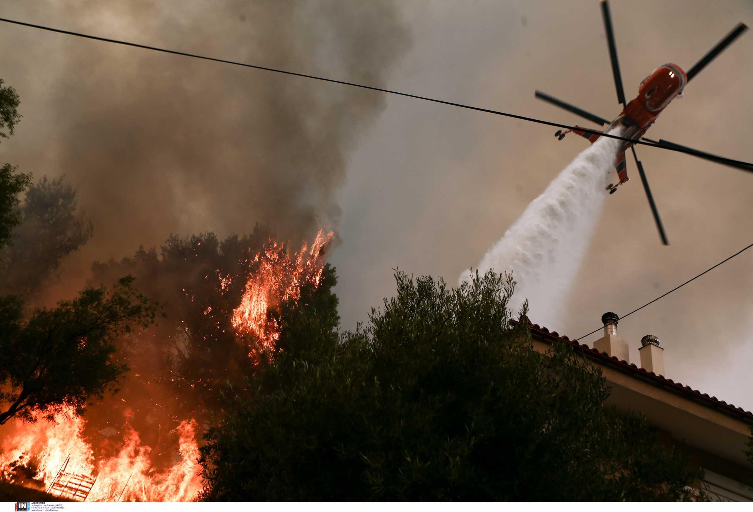 Μάχη να «πιαστεί» η φωτιά της Αττικής καθώς δυναμώνει ο αέρας – Πού υπάρχουν ενεργά μέτωπα