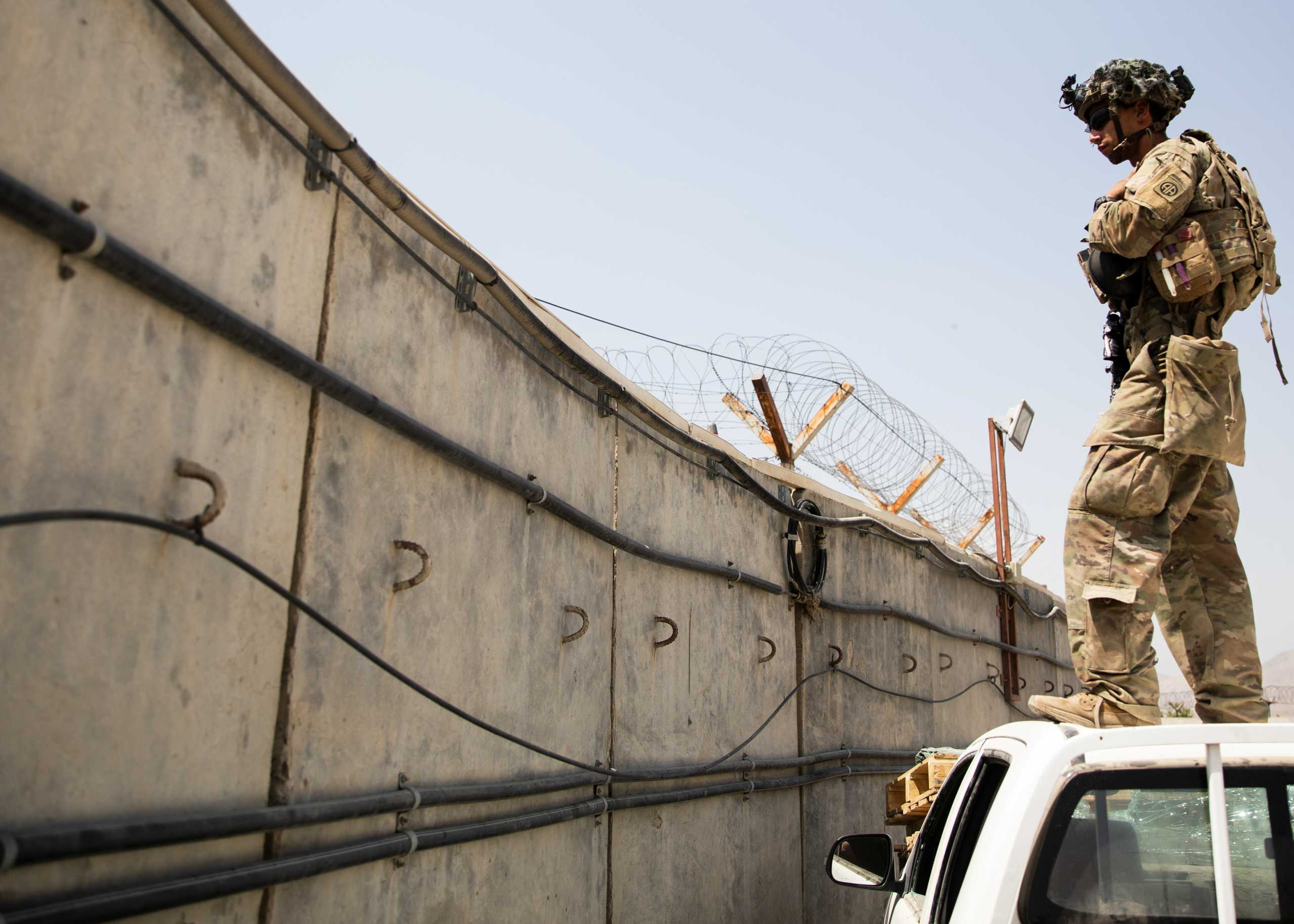 Αφγανιστάν: Αποχώρησαν οι τελευταίοι Αμερικανοί στρατιώτες – Πανηγυρίζουν οι Ταλιμπάν