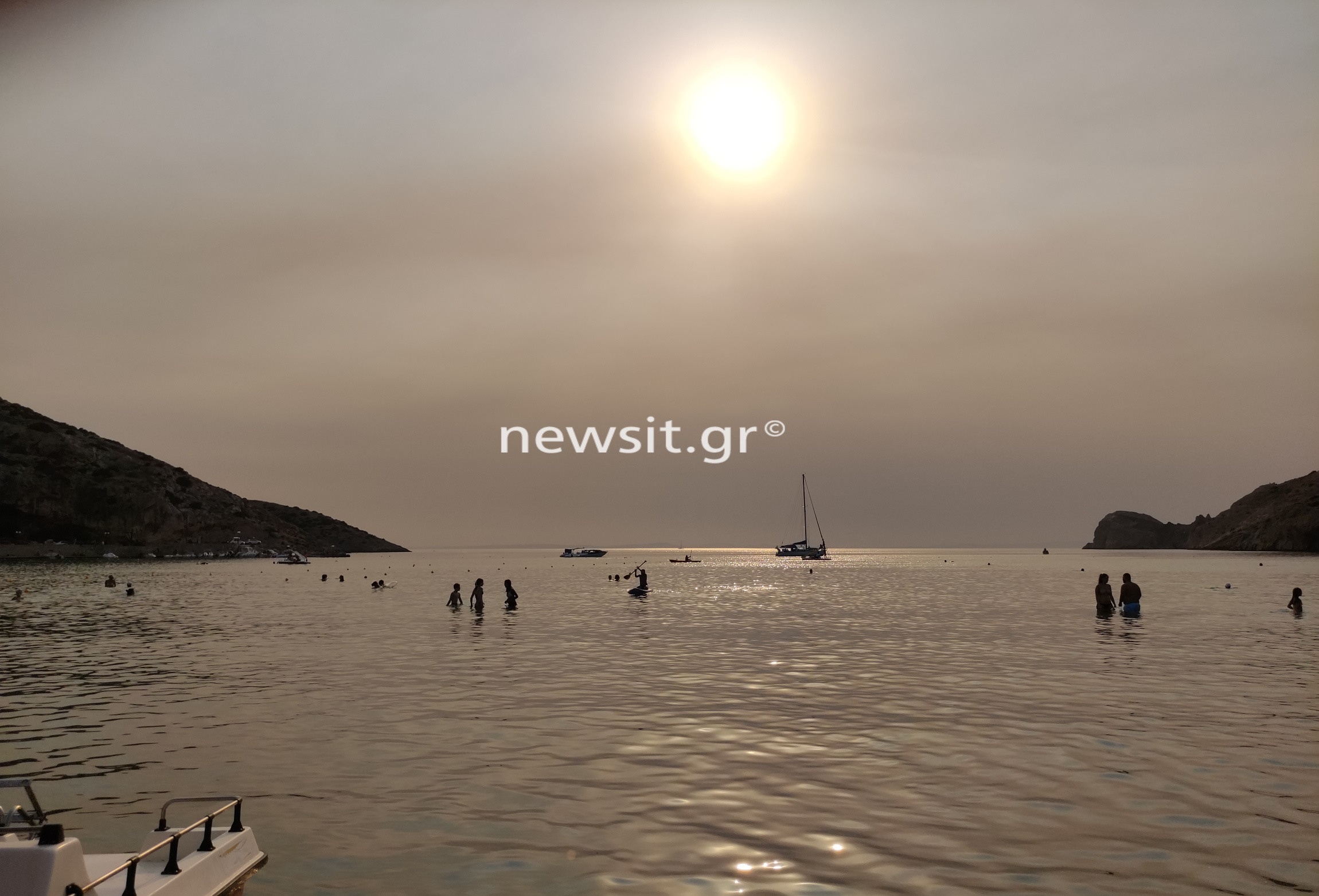 Φωτιά στην Εύβοια: «Σκοτείνιασε» ακόμα και η Σύρος από τους καπνούς
