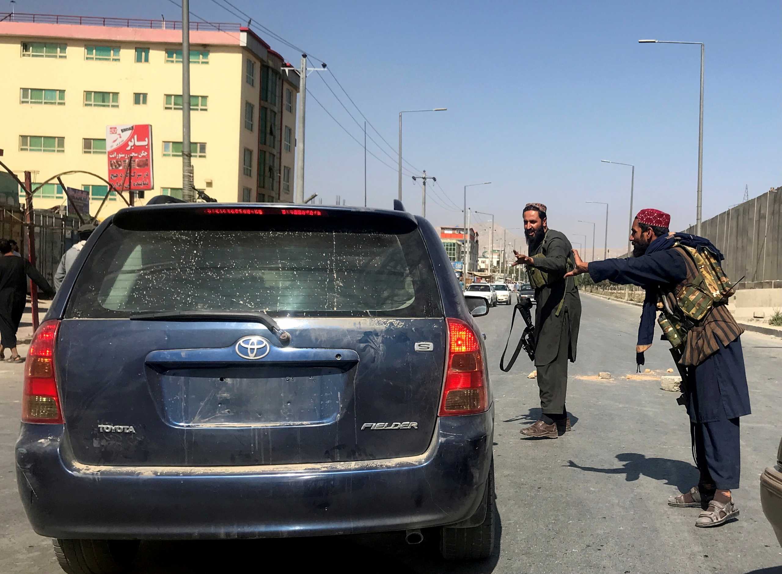Αφγανιστάν: Οι Ταλιμπάν αποκλείουν υπουργεία – Δεν αφήνουν δημοσίους υπαλλήλους να δουλέψουν