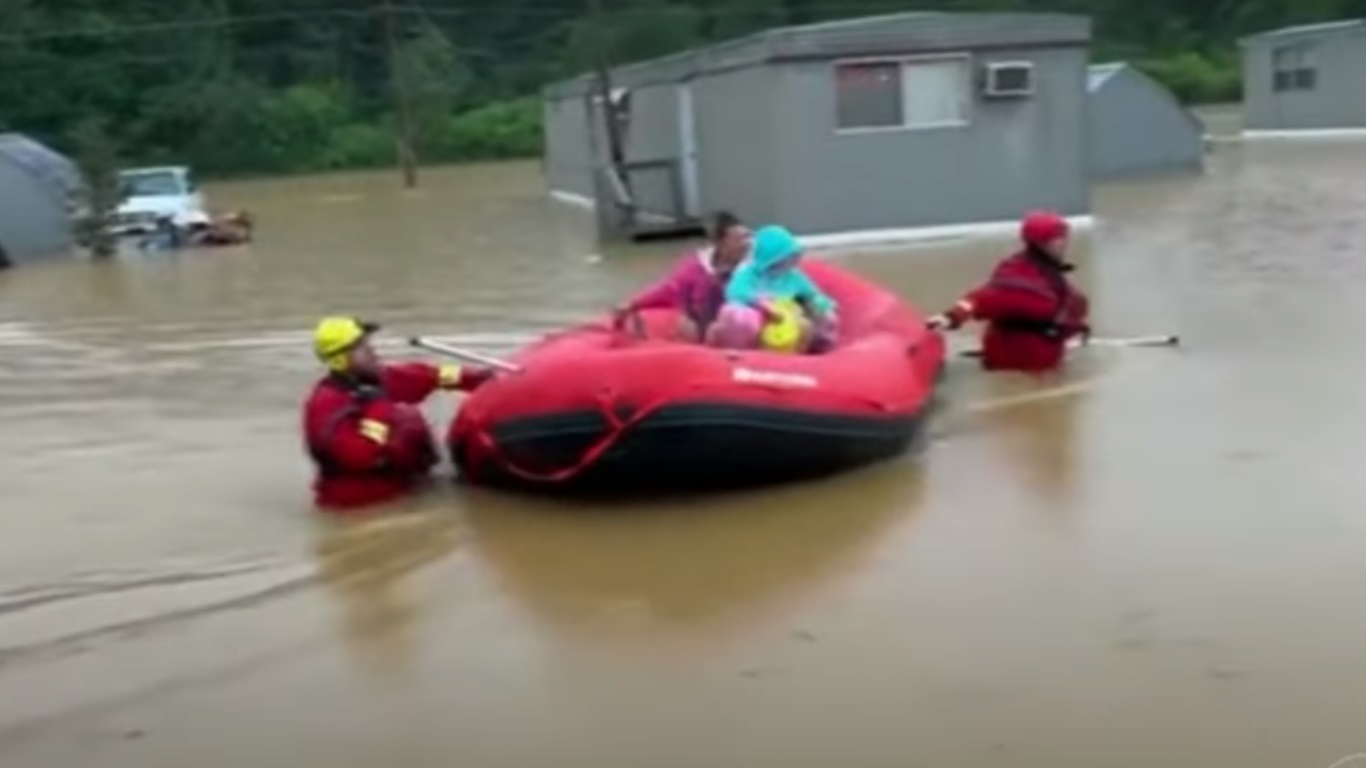 ΗΠΑ: Φονικές πλημμύρες με 21 νεκρούς στο Τένεσι – Δεκάδες αγνοούμενοι