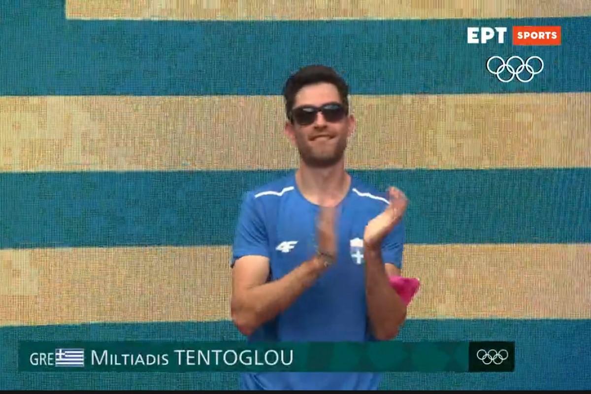 Ο Μίλτος Τεντόγλου έκλεψε την παράσταση στην παρουσίαση του στον τελικό του μήκους στους Ολυμπιακούς Αγώνες