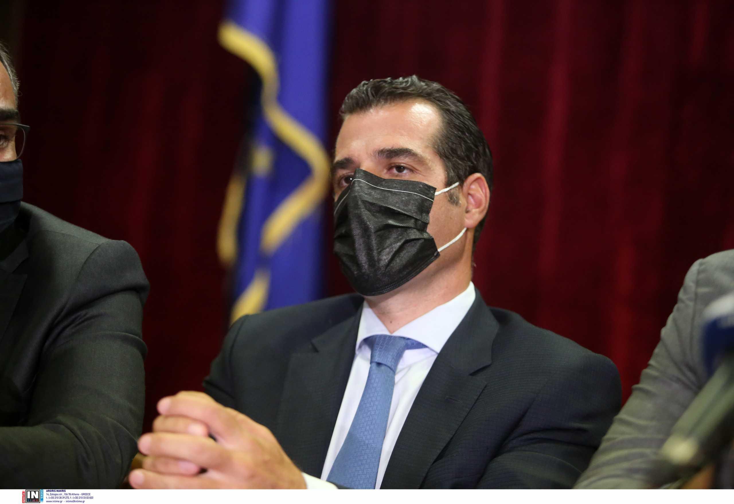 Θάνος Πλεύρης: «Παγώνουν» οι απελάσεις για όσους μετανάστες κάνουν το εμβόλιο