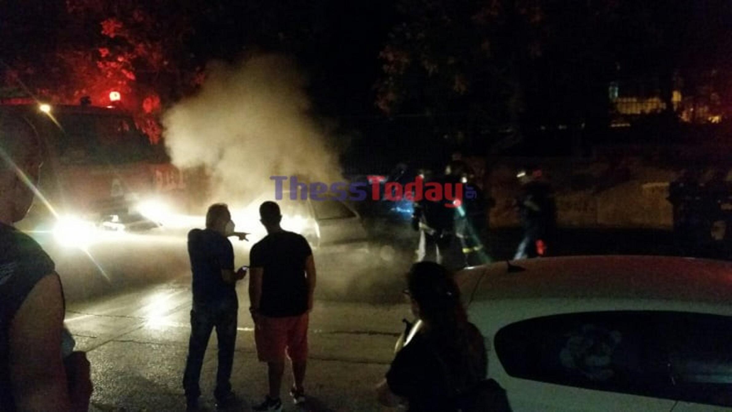 Θεσσαλονίκη: Όχημα τυλίχθηκε στις φλόγες στην Άνω Τούμπα