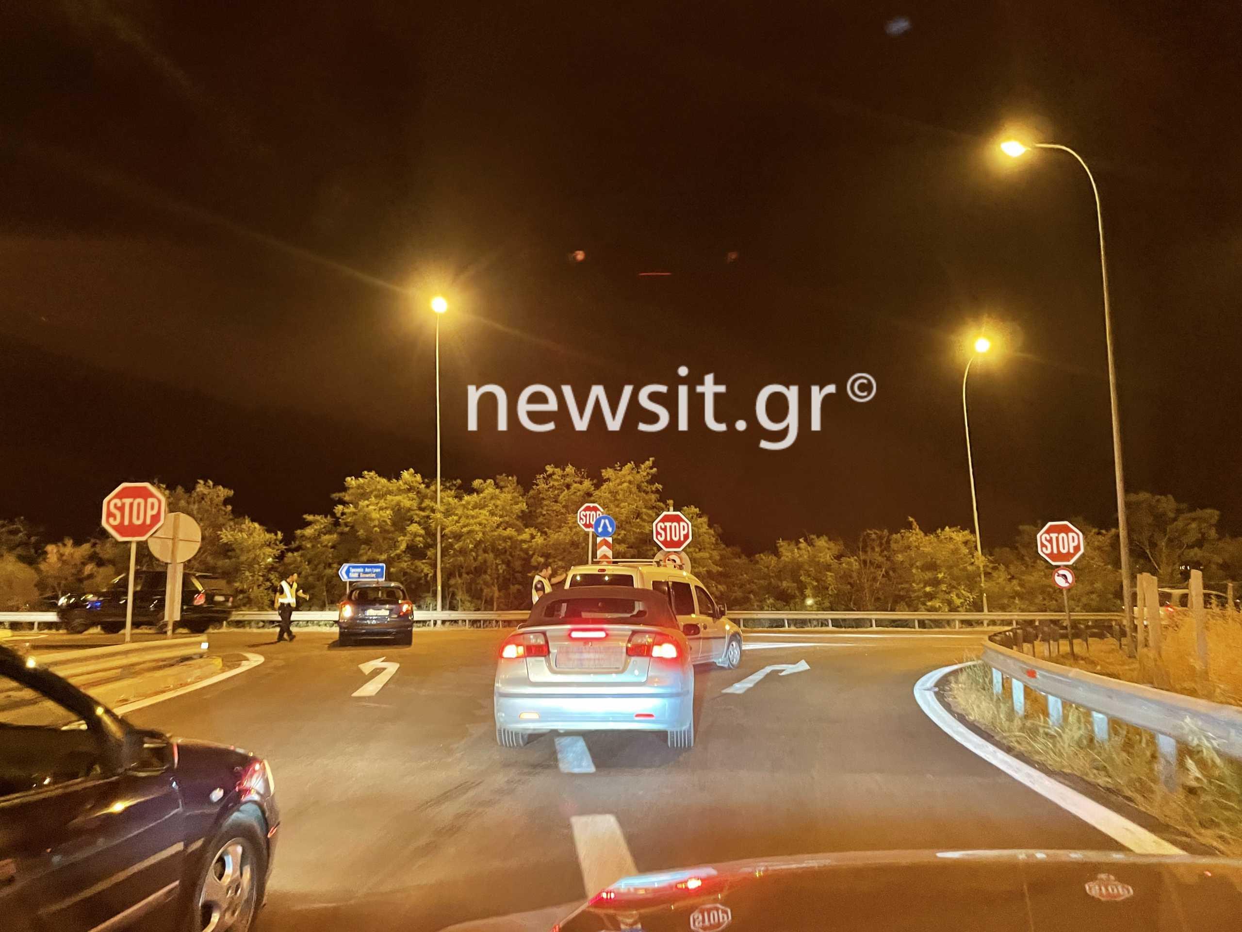 Ακόμα κλειστή η εθνική οδός λόγω της φωτιάς – Γίνεται εκτροπή οχημάτων στη Θήβα (pics)