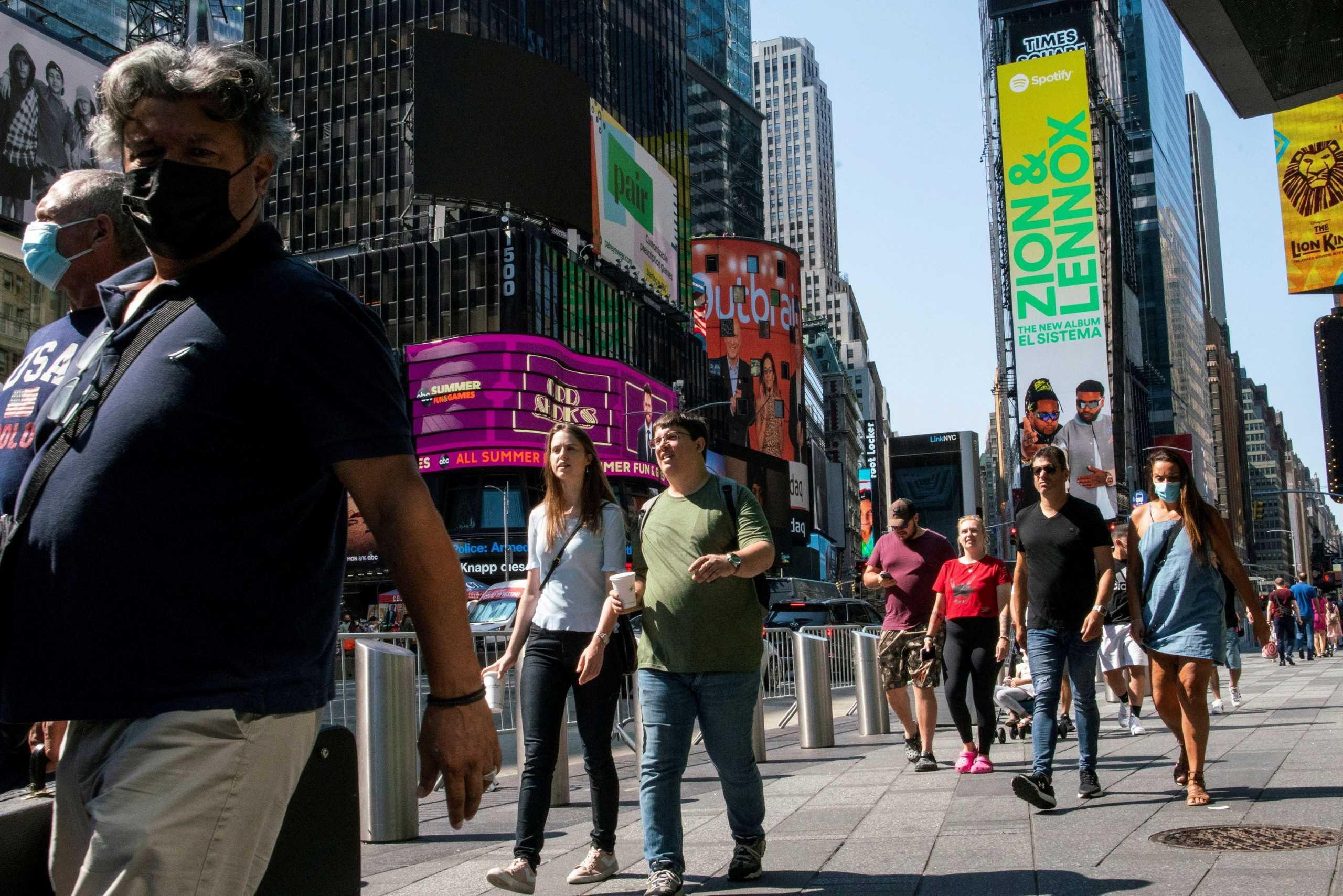 Η Times Square αποκτά για πρώτη φορά συντριβάνι και θα φτιαχτεί από 400.000 τεχνητά νύχια