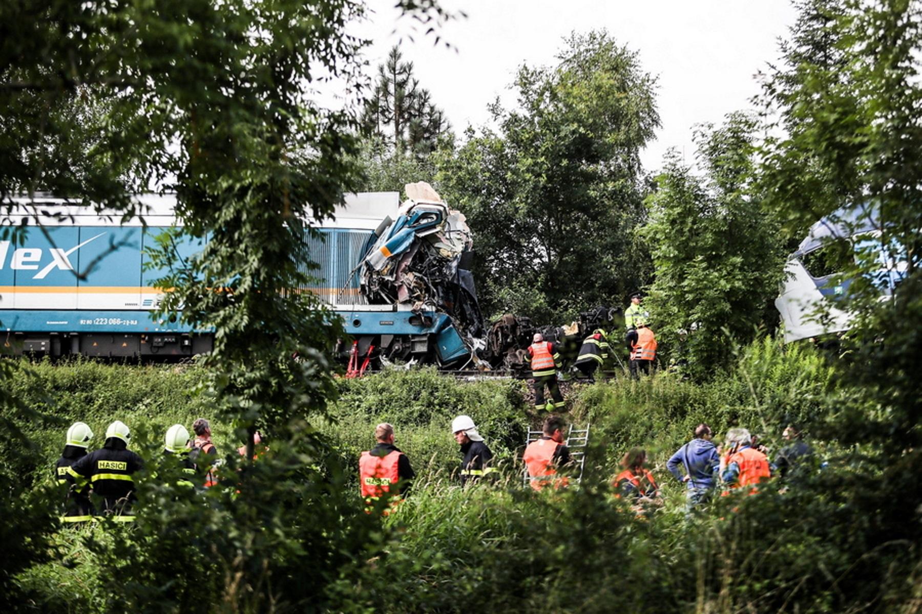 Τρεις οι νεκροί από τη σύγκρουση τρένων στην Τσεχία